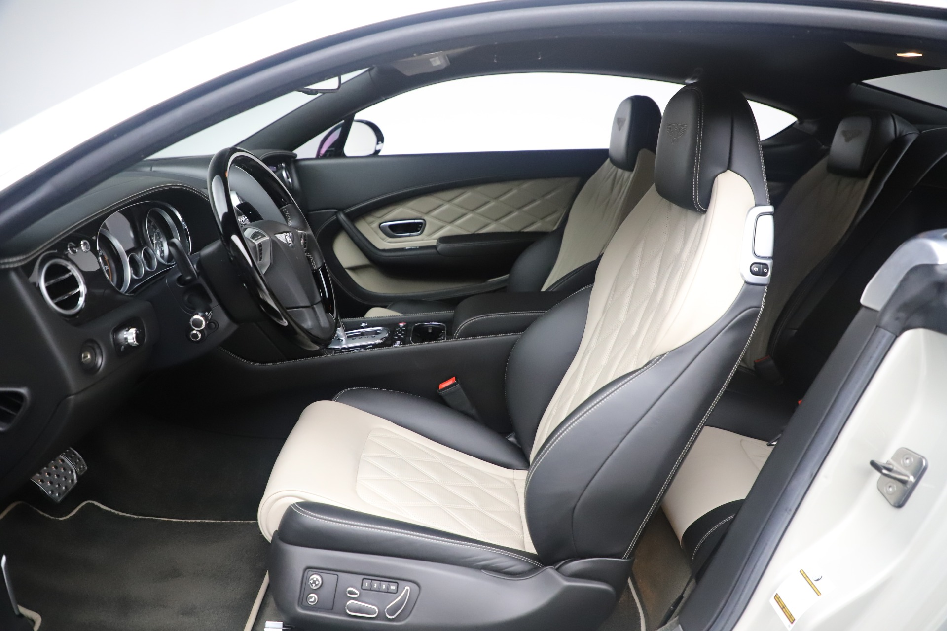 Used 2014 Bentley Continental GT V8 S For Sale In Greenwich, CT. Alfa Romeo of Greenwich, 7680 3541_p18