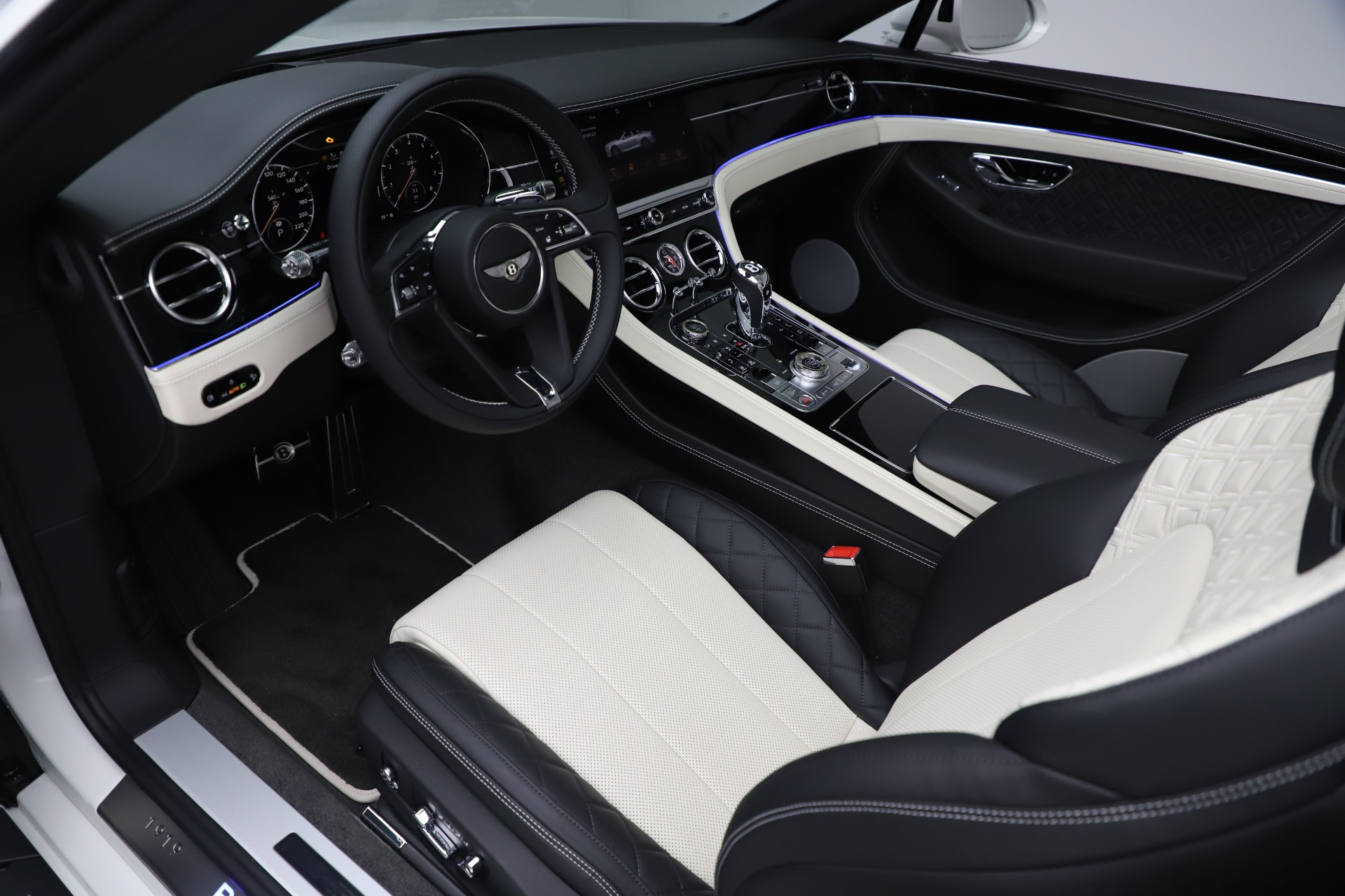 New 2020 Bentley Continental GTC V8 For Sale In Greenwich, CT. Alfa Romeo of Greenwich, B1451 3561_p26