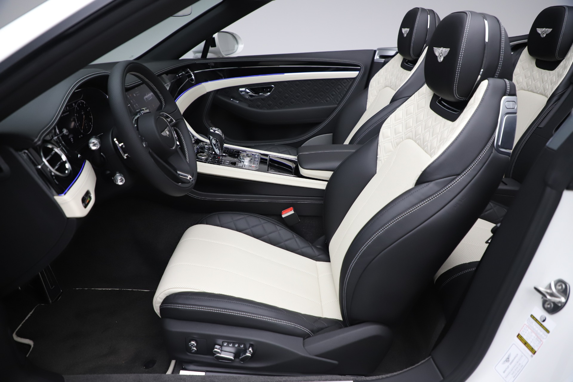 New 2020 Bentley Continental GTC V8 For Sale In Greenwich, CT. Alfa Romeo of Greenwich, B1451 3561_p27
