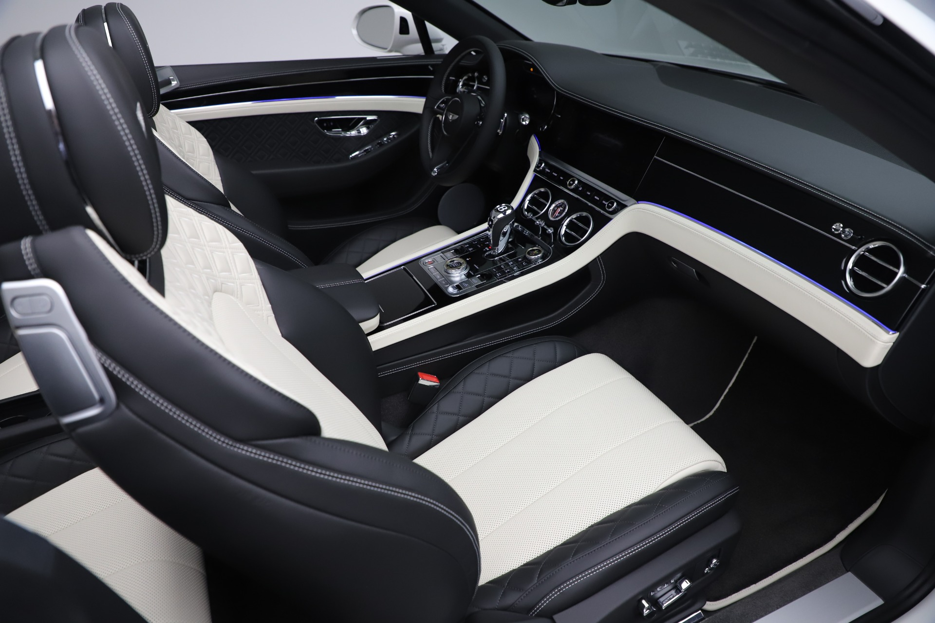 New 2020 Bentley Continental GTC V8 For Sale In Greenwich, CT. Alfa Romeo of Greenwich, B1451 3561_p34