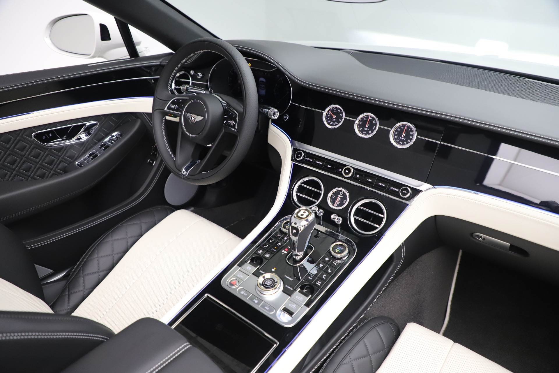 New 2020 Bentley Continental GTC V8 For Sale In Greenwich, CT. Alfa Romeo of Greenwich, B1451 3561_p38
