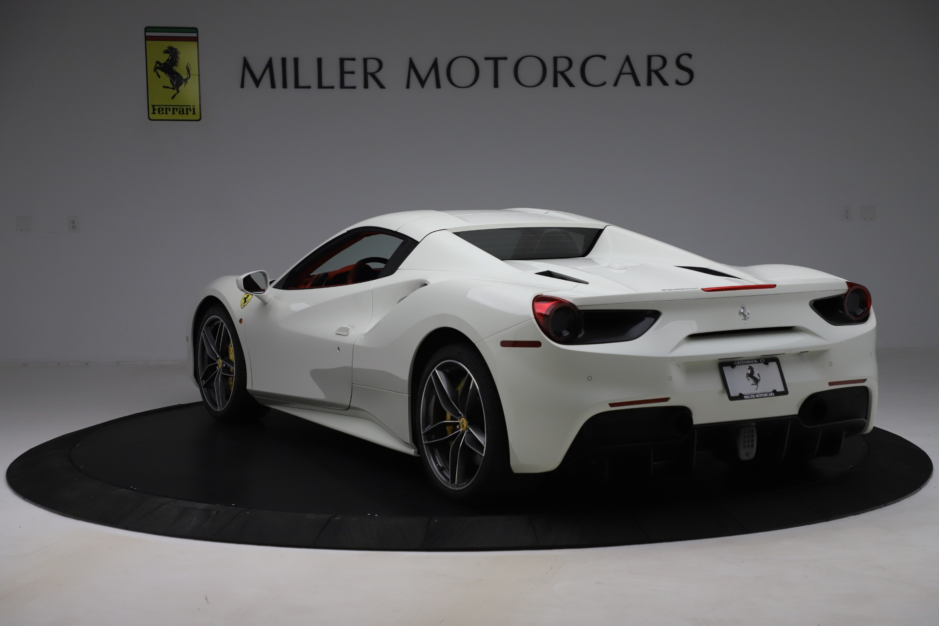 Used 2018 Ferrari 488 Spider  For Sale In Greenwich, CT. Alfa Romeo of Greenwich, 4626 3579_p15