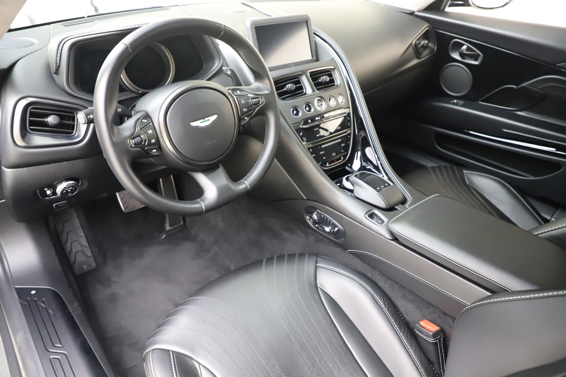 Used 2018 Aston Martin DB11 V8 For Sale In Greenwich, CT. Alfa Romeo of Greenwich, 7675 3588_p14