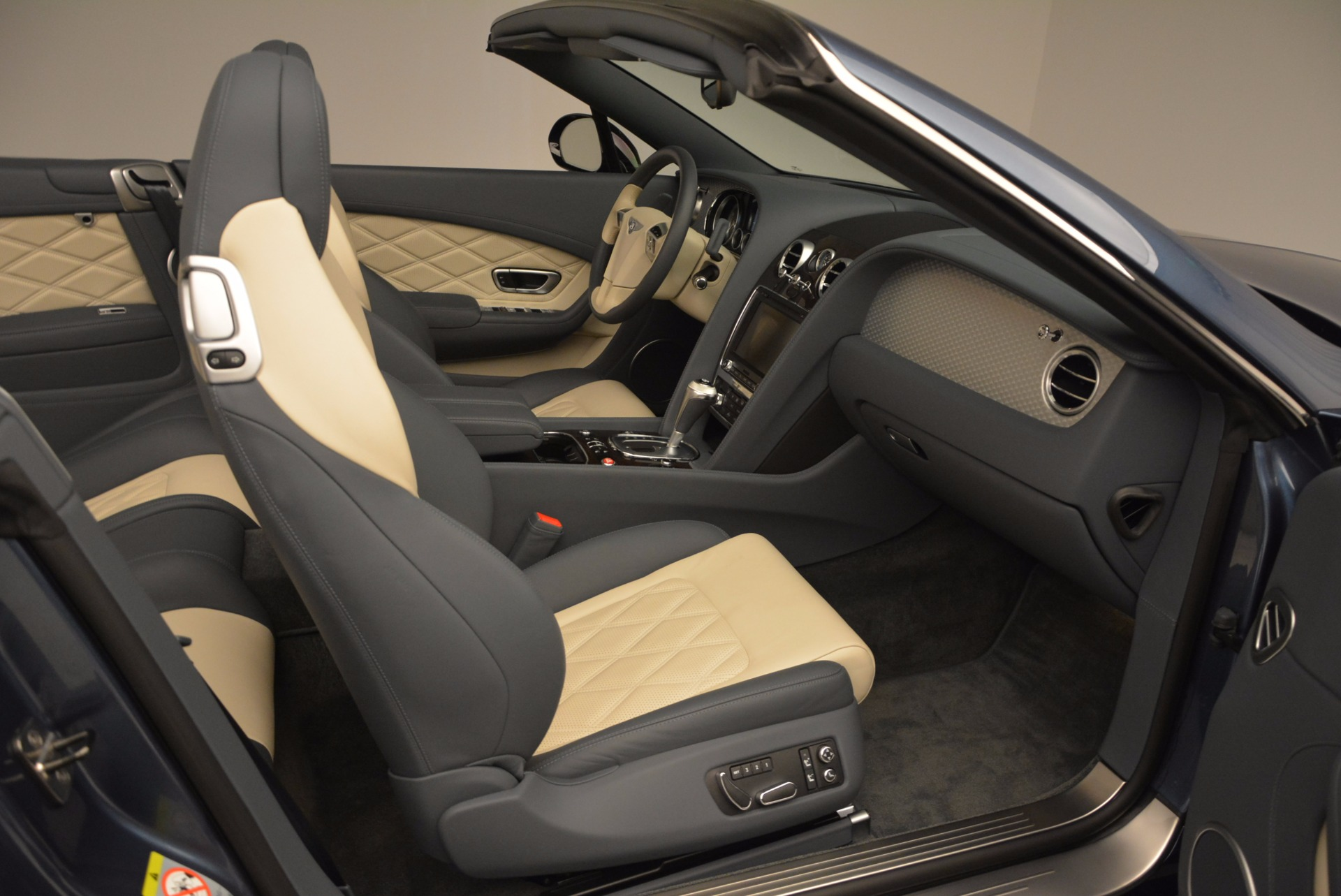 Used 2014 Bentley Continental GT V8 S Convertible  For Sale In Greenwich, CT. Alfa Romeo of Greenwich, B1177A 600_p44