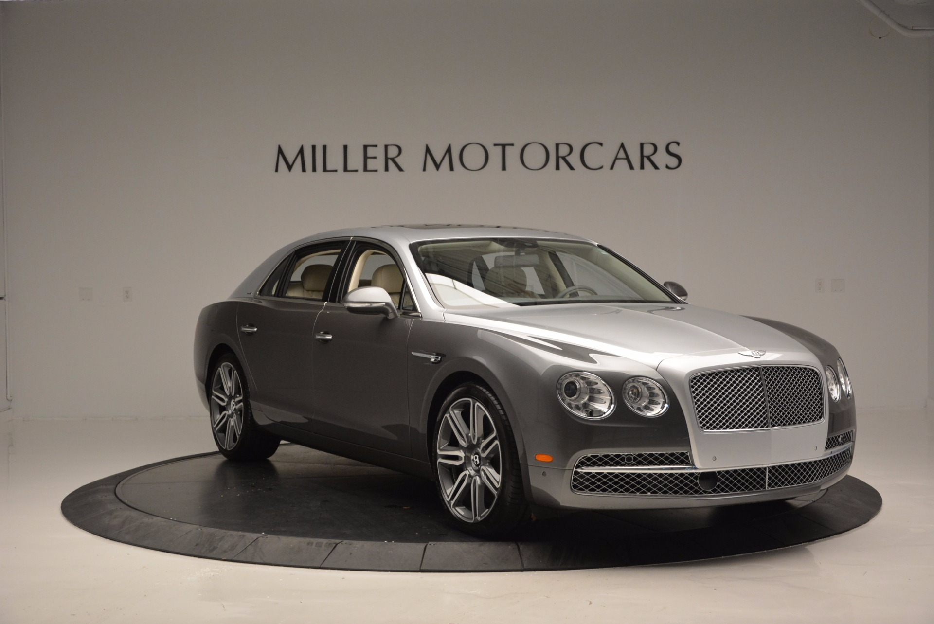 Used 2016 Bentley Flying Spur W12  For Sale In Greenwich, CT. Alfa Romeo of Greenwich, B1190 617_p11