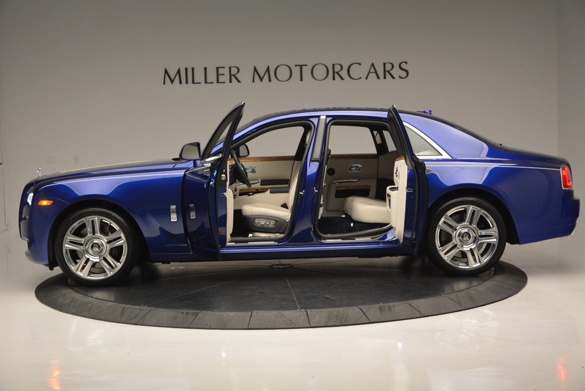 Used 2016 ROLLS-ROYCE GHOST SERIES II  For Sale In Greenwich, CT. Alfa Romeo of Greenwich, R53803 634_p16