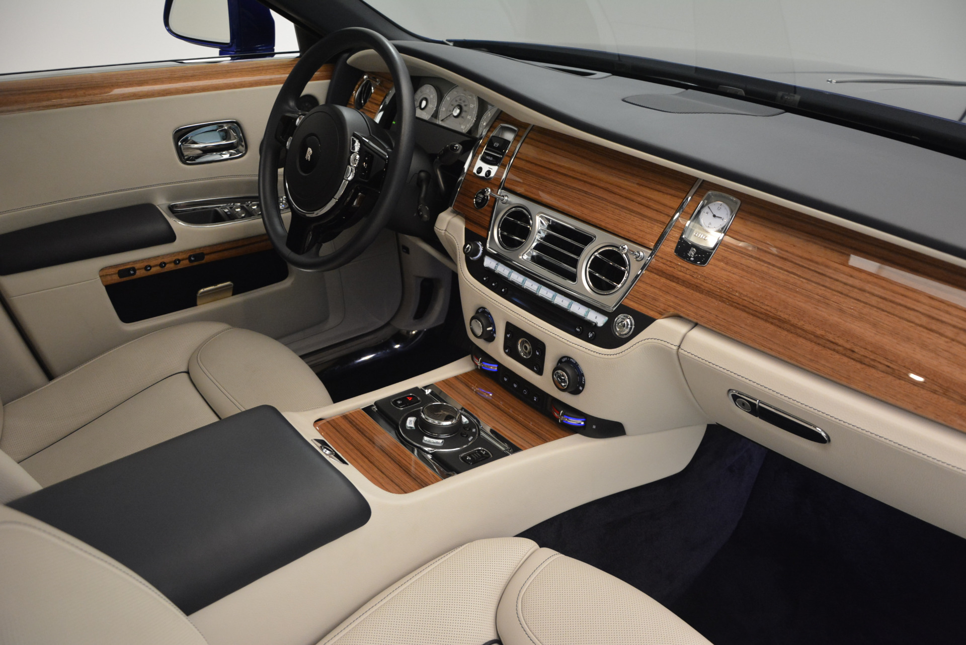 Used 2016 ROLLS-ROYCE GHOST SERIES II  For Sale In Greenwich, CT. Alfa Romeo of Greenwich, R53803 634_p36
