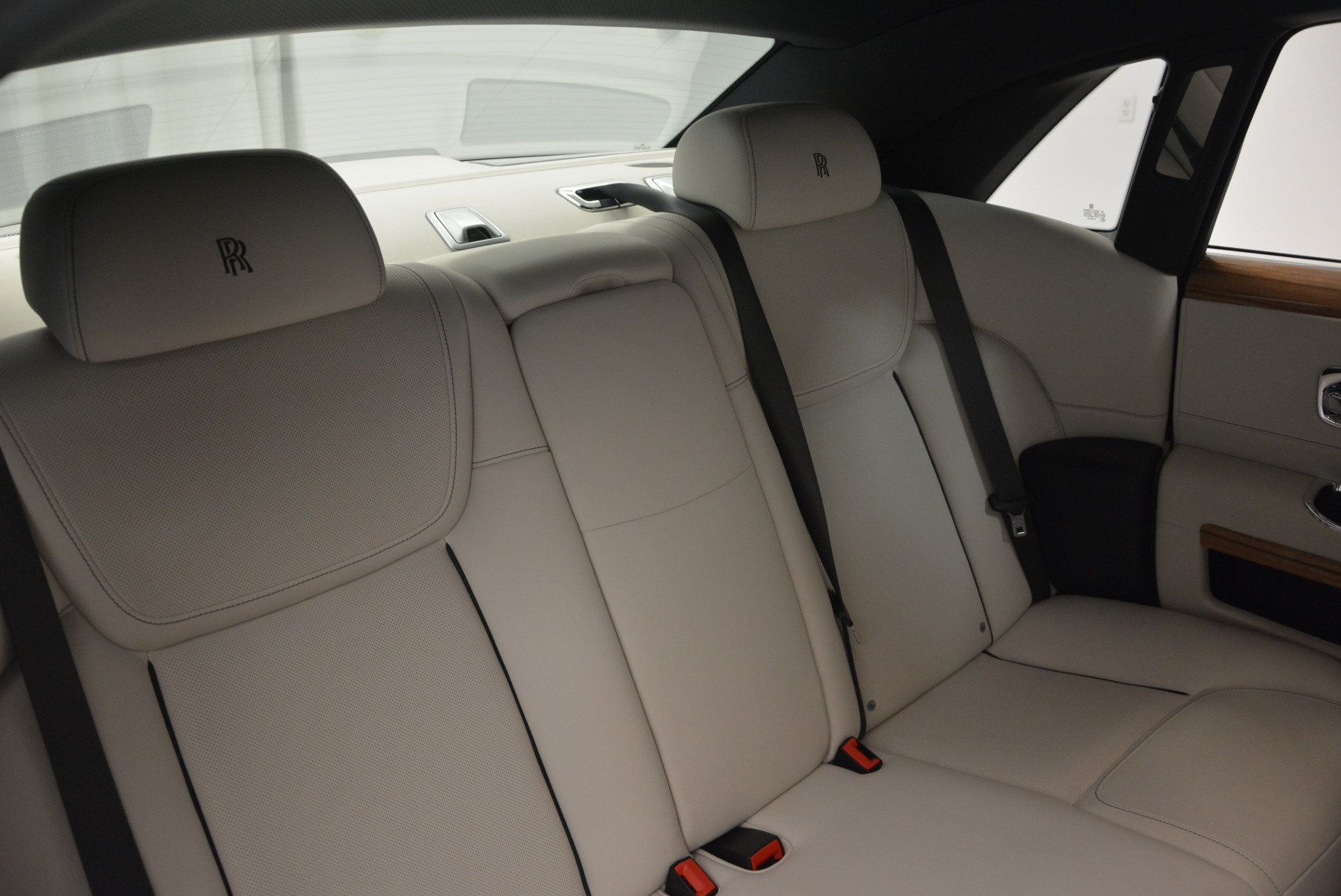 Used 2016 ROLLS-ROYCE GHOST SERIES II  For Sale In Greenwich, CT. Alfa Romeo of Greenwich, R53803 634_p38