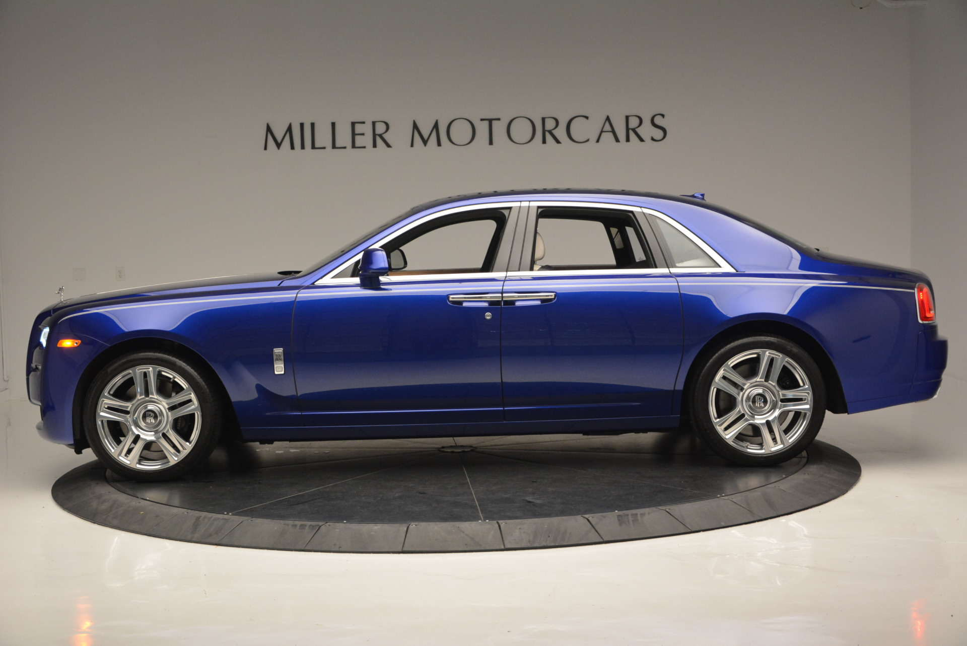 Used 2016 ROLLS-ROYCE GHOST SERIES II  For Sale In Greenwich, CT. Alfa Romeo of Greenwich, R53803 634_p4