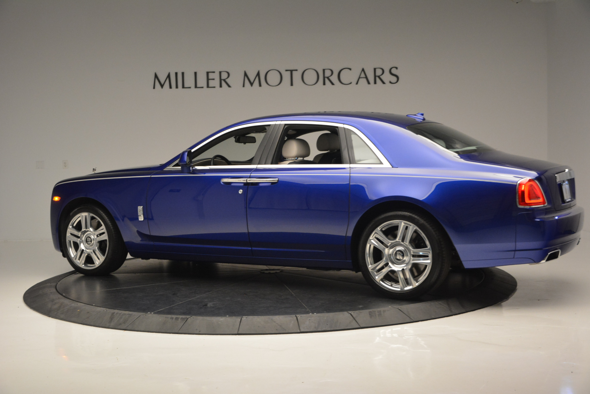Used 2016 ROLLS-ROYCE GHOST SERIES II  For Sale In Greenwich, CT. Alfa Romeo of Greenwich, R53803 634_p5