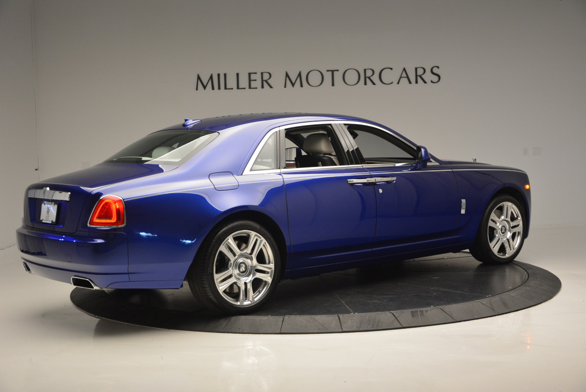 Used 2016 ROLLS-ROYCE GHOST SERIES II  For Sale In Greenwich, CT. Alfa Romeo of Greenwich, R53803 634_p9