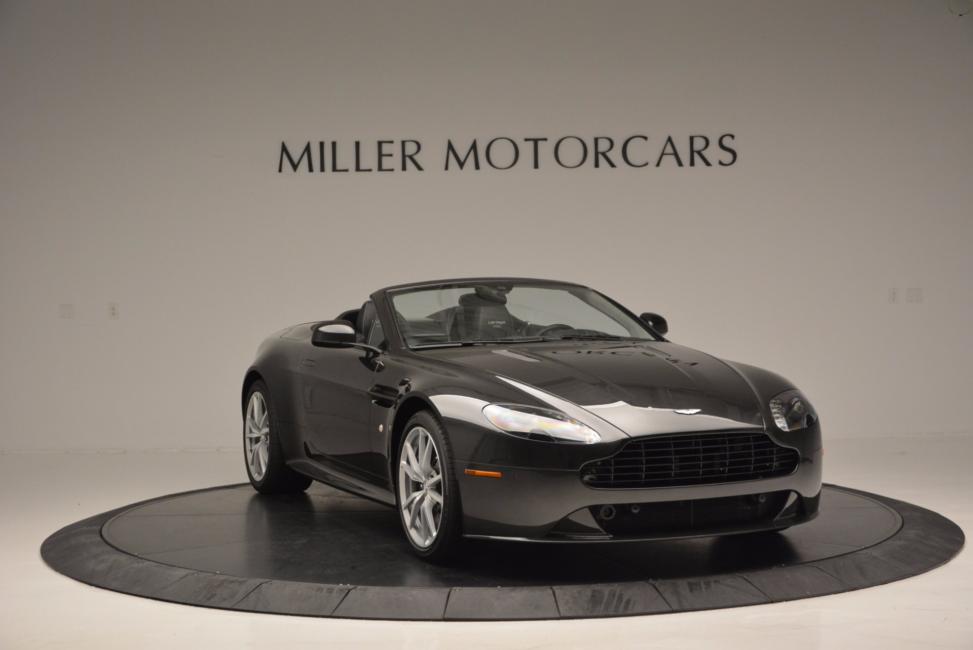 Used 2016 Aston Martin V8 Vantage S Roadster For Sale In Greenwich, CT. Alfa Romeo of Greenwich, 7098 652_p10