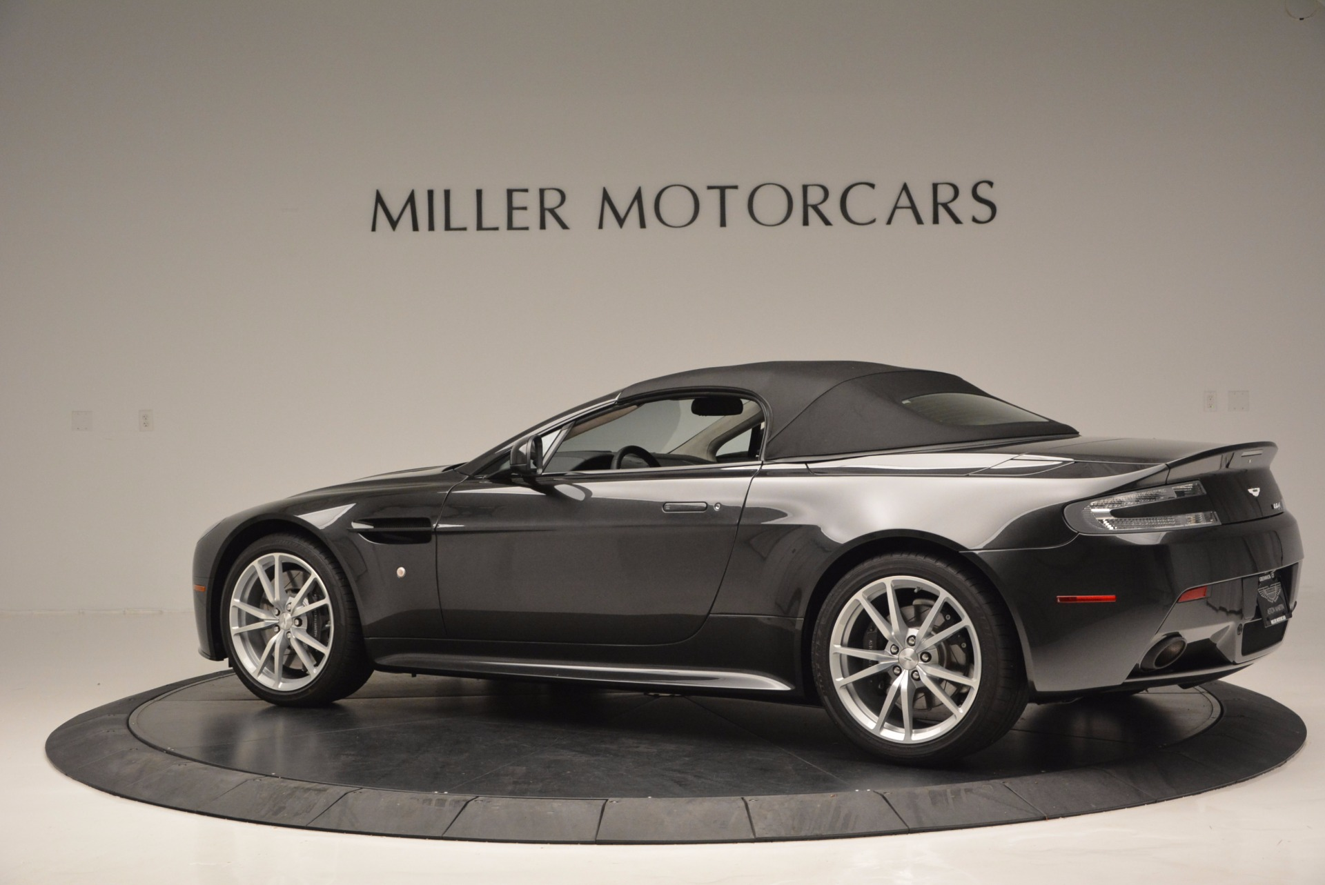 Used 2016 Aston Martin V8 Vantage S Roadster For Sale In Greenwich, CT. Alfa Romeo of Greenwich, 7098 652_p16