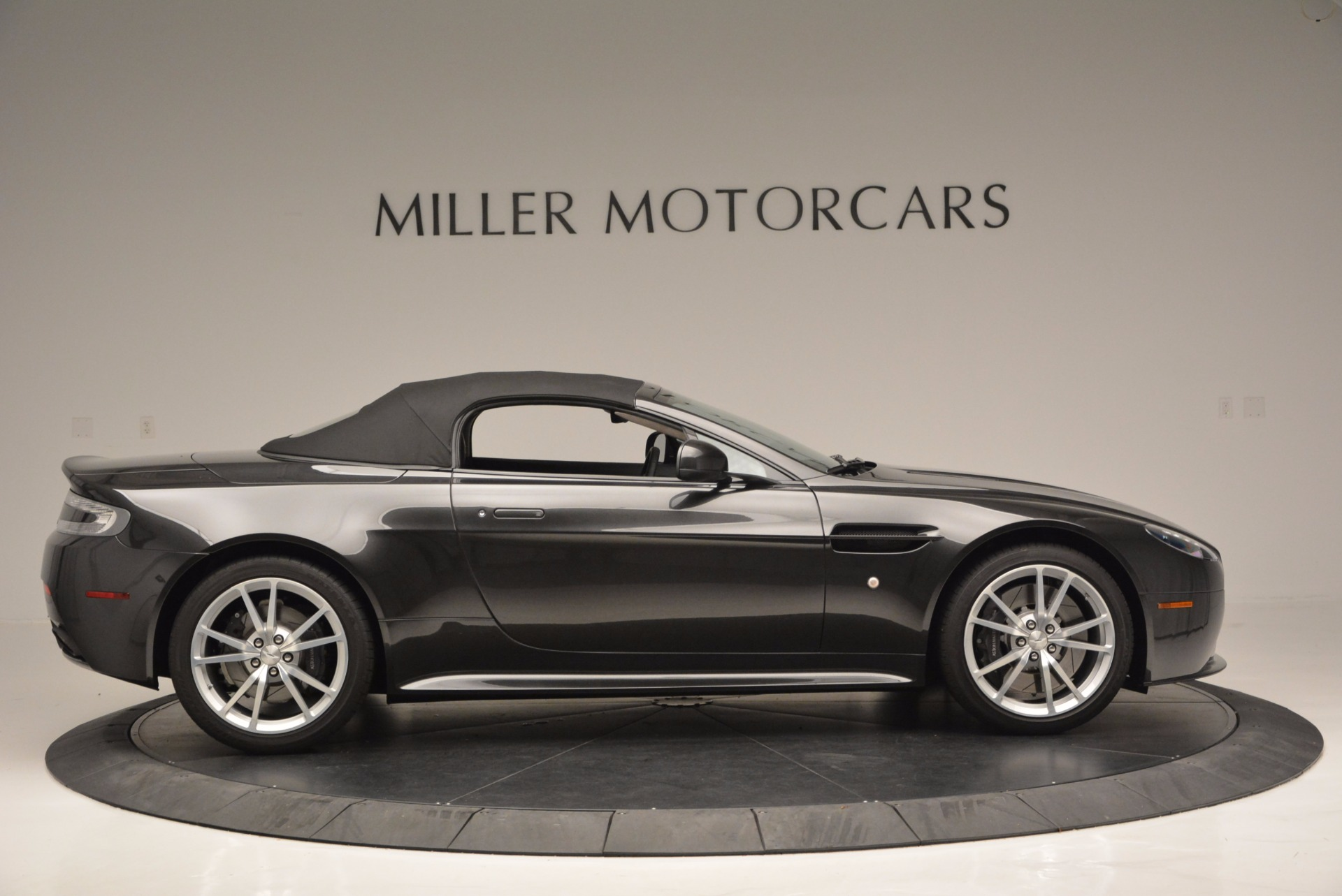 Used 2016 Aston Martin V8 Vantage S Roadster For Sale In Greenwich, CT. Alfa Romeo of Greenwich, 7098 652_p21