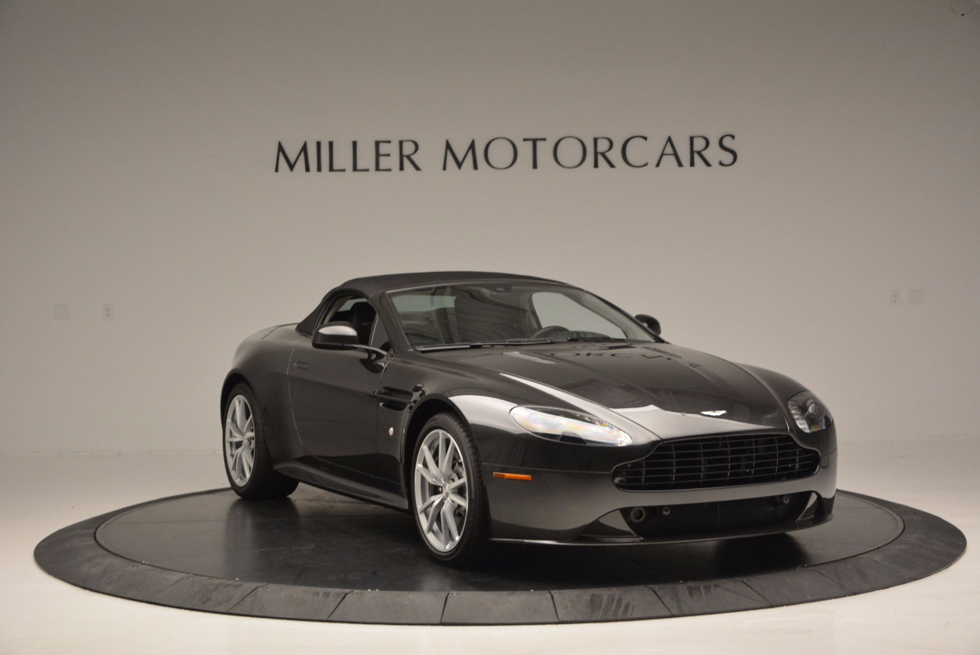 Used 2016 Aston Martin V8 Vantage S Roadster For Sale In Greenwich, CT. Alfa Romeo of Greenwich, 7098 652_p23