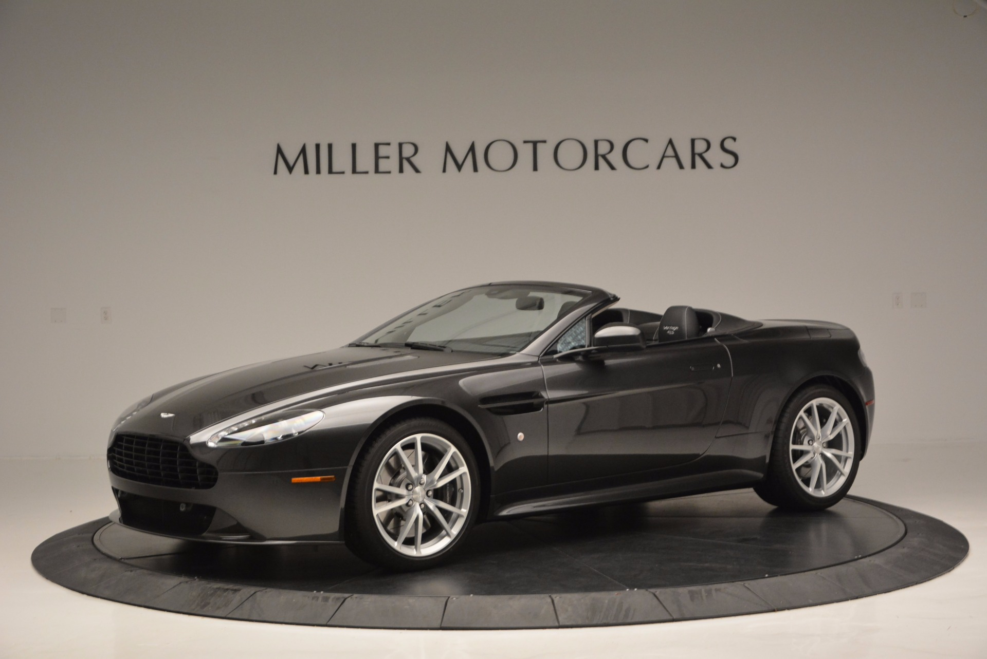 Used 2016 Aston Martin V8 Vantage S Roadster For Sale In Greenwich, CT. Alfa Romeo of Greenwich, 7098 652_p2