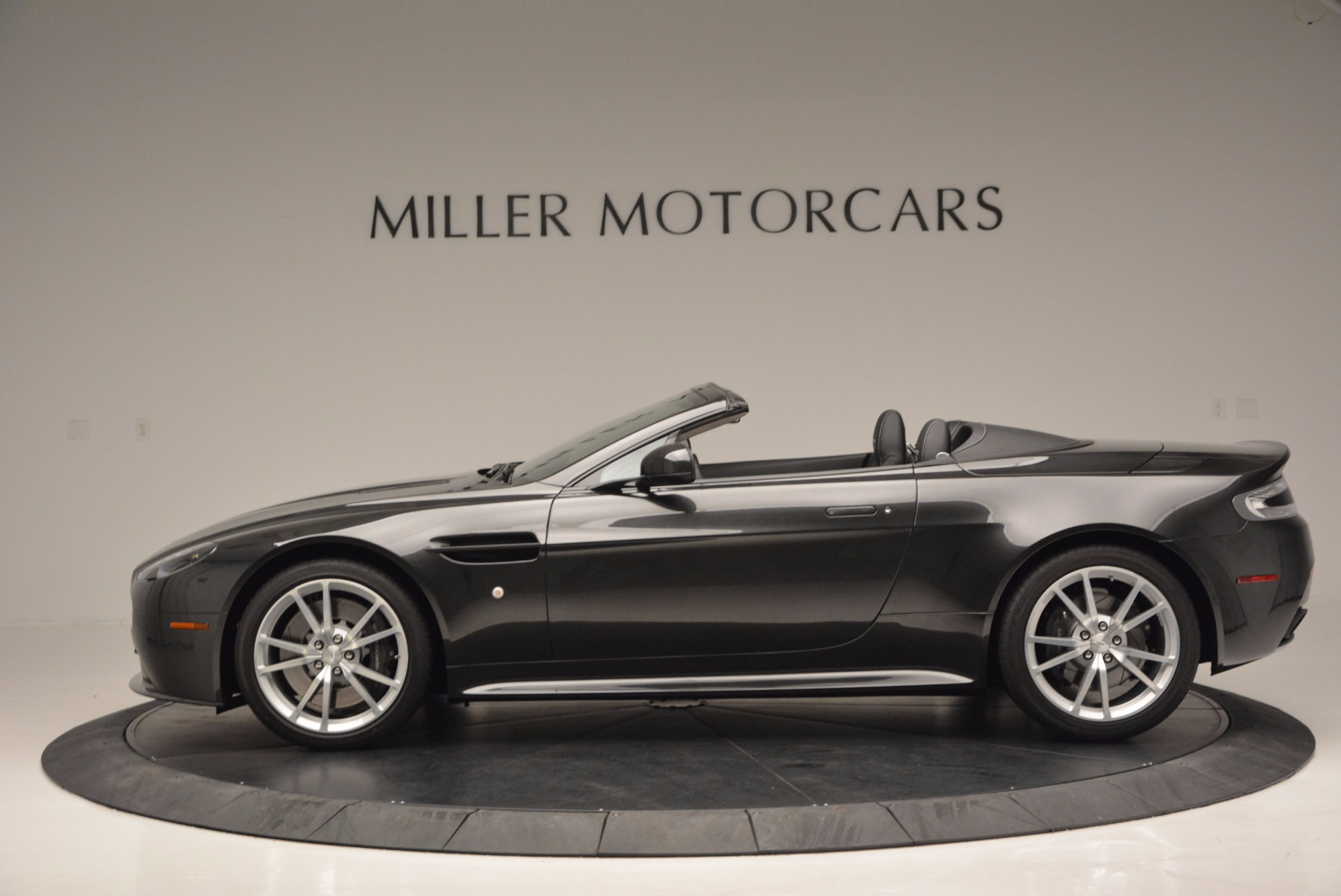 Used 2016 Aston Martin V8 Vantage S Roadster For Sale In Greenwich, CT. Alfa Romeo of Greenwich, 7098 652_p3