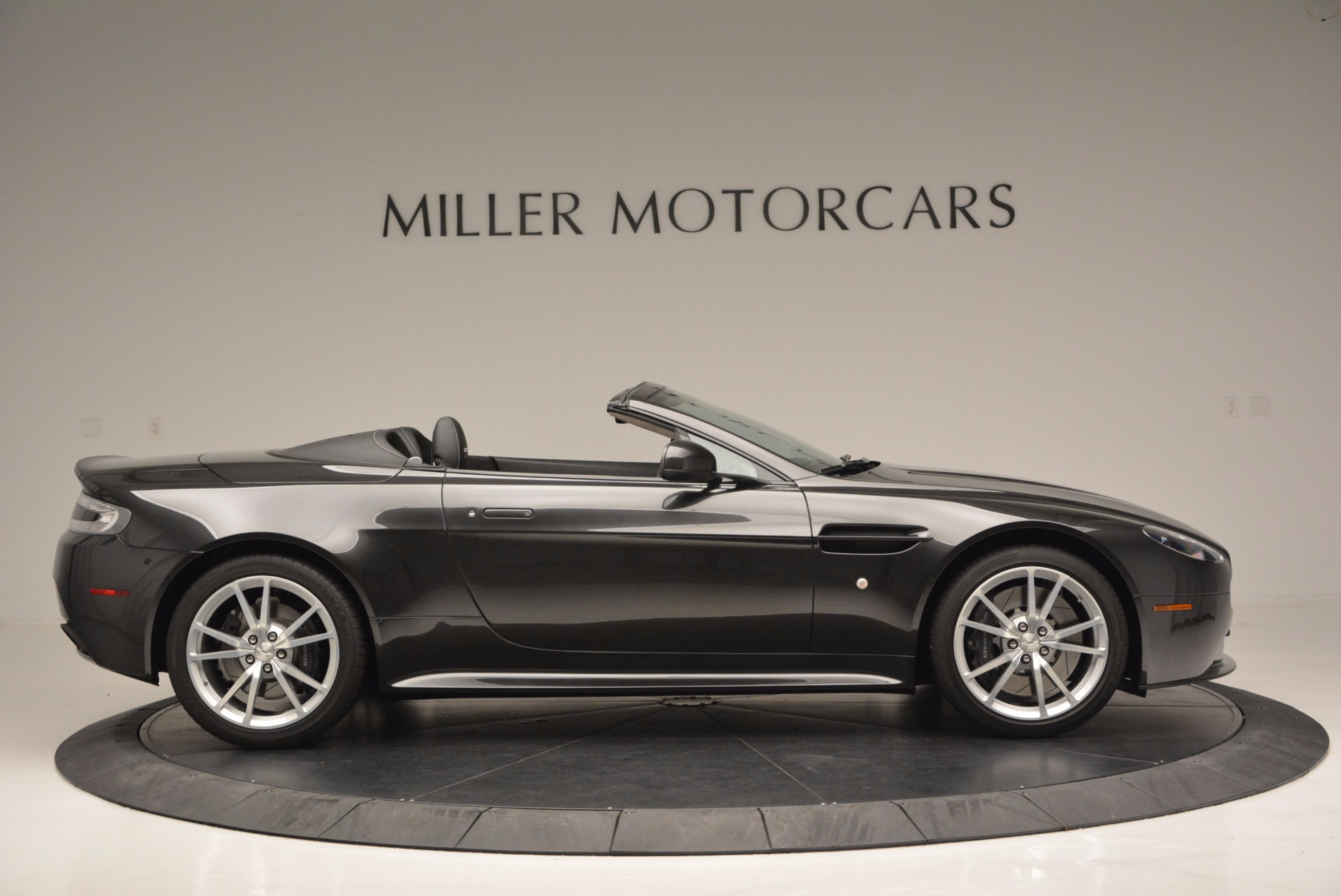 Used 2016 Aston Martin V8 Vantage S Roadster For Sale In Greenwich, CT. Alfa Romeo of Greenwich, 7098 652_p8