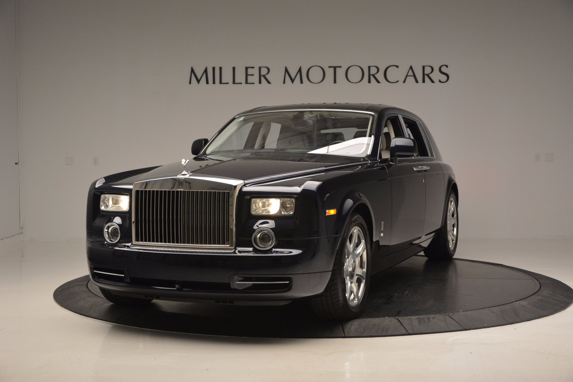 Used 2011 Rolls-Royce Phantom  For Sale In Greenwich, CT. Alfa Romeo of Greenwich, R386A 661_main