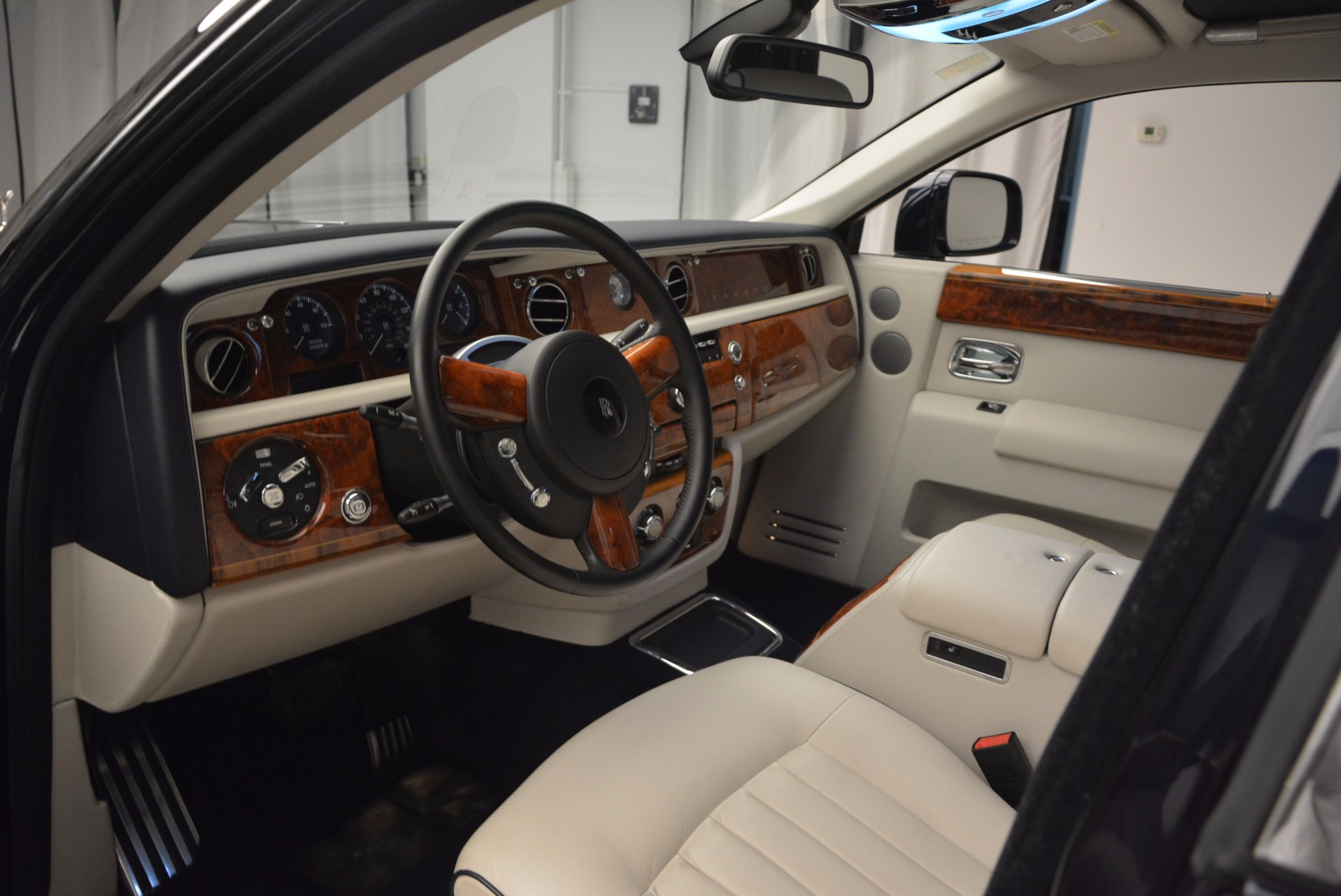 Used 2011 Rolls-Royce Phantom  For Sale In Greenwich, CT. Alfa Romeo of Greenwich, R386A 661_p10