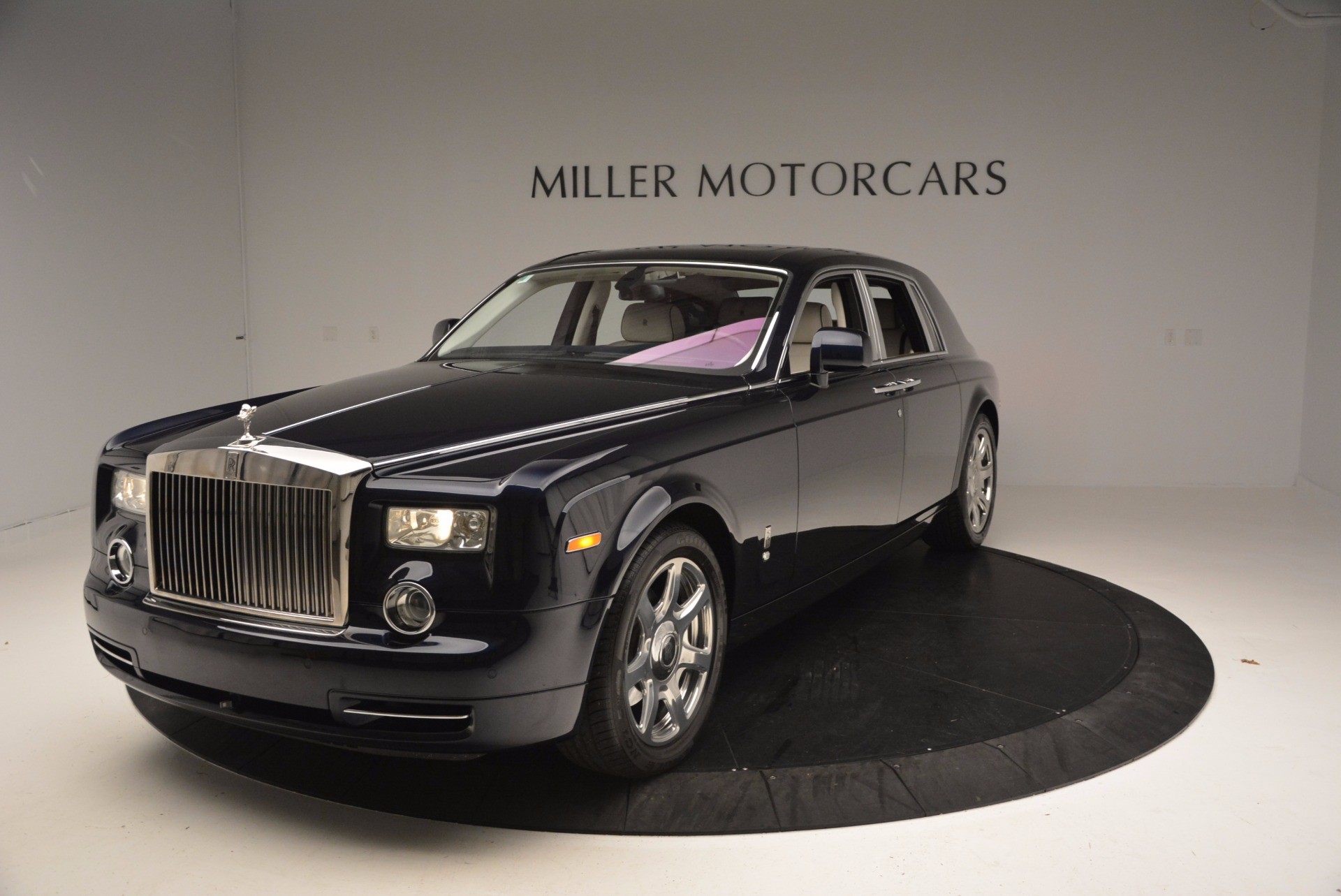 Used 2011 Rolls-Royce Phantom  For Sale In Greenwich, CT. Alfa Romeo of Greenwich, R386A 661_p2
