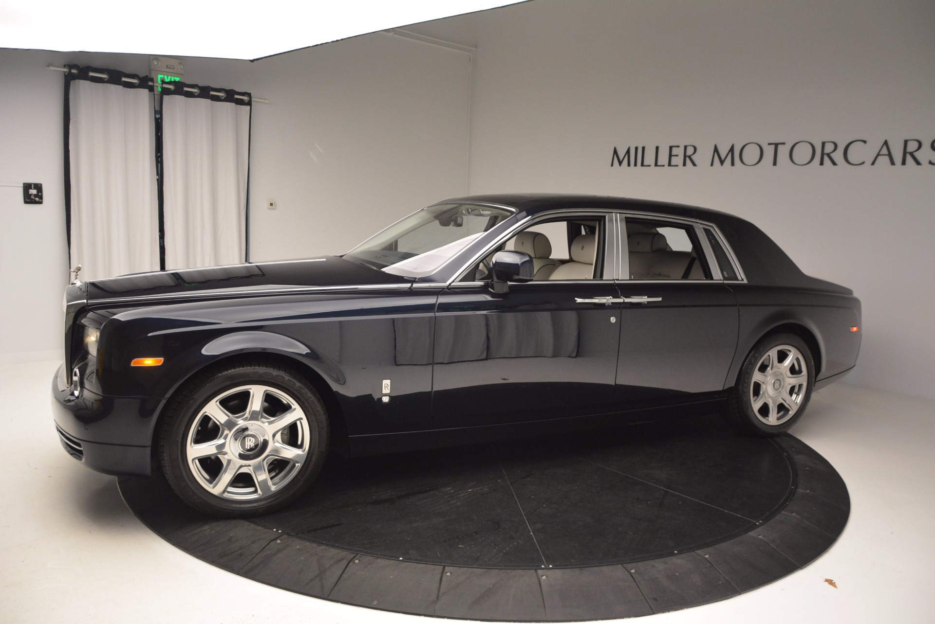 Used 2011 Rolls-Royce Phantom  For Sale In Greenwich, CT. Alfa Romeo of Greenwich, R386A 661_p3