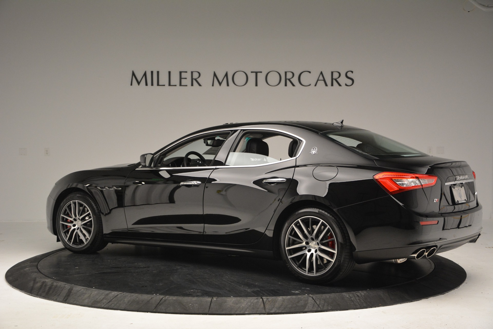 Used 2016 Maserati Ghibli S Q4  EX-LOANER For Sale In Greenwich, CT. Alfa Romeo of Greenwich, M1548 667_p4