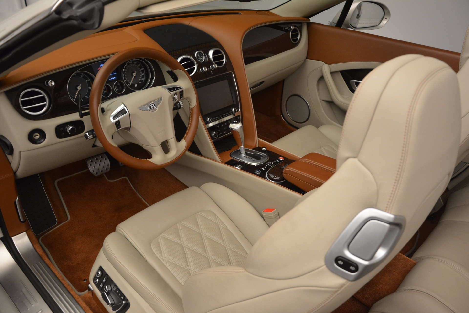 Used 2013 Bentley Continental GTC V8  For Sale In Greenwich, CT. Alfa Romeo of Greenwich, 7108 675_p32