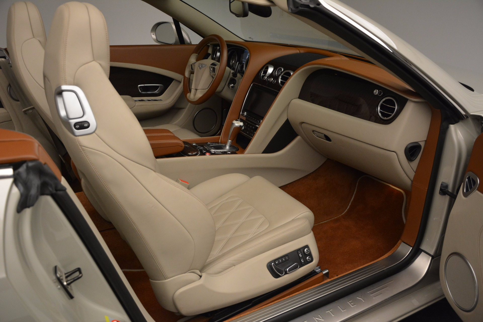 Used 2013 Bentley Continental GTC V8  For Sale In Greenwich, CT. Alfa Romeo of Greenwich, 7108 675_p44