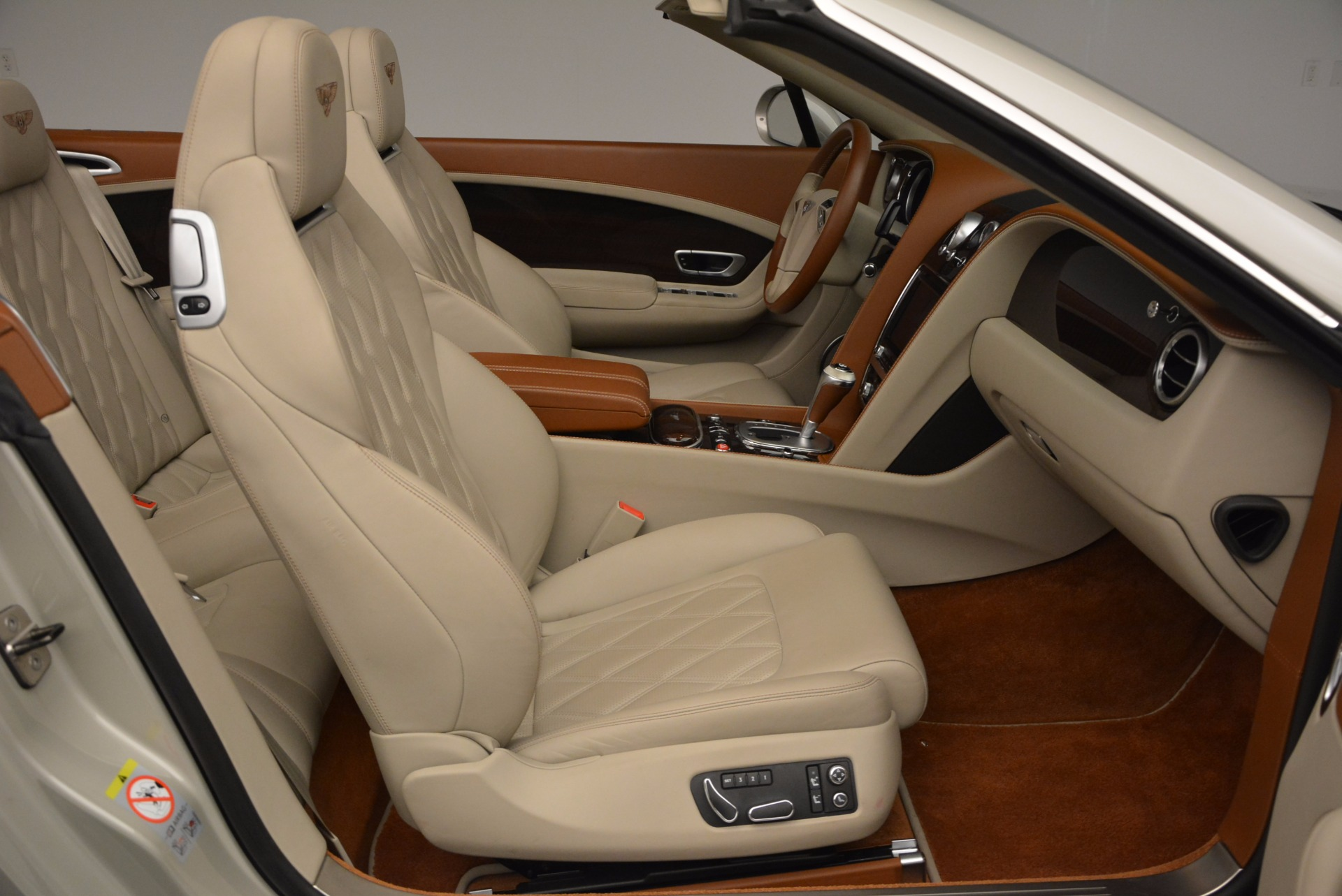 Used 2013 Bentley Continental GTC V8  For Sale In Greenwich, CT. Alfa Romeo of Greenwich, 7108 675_p45