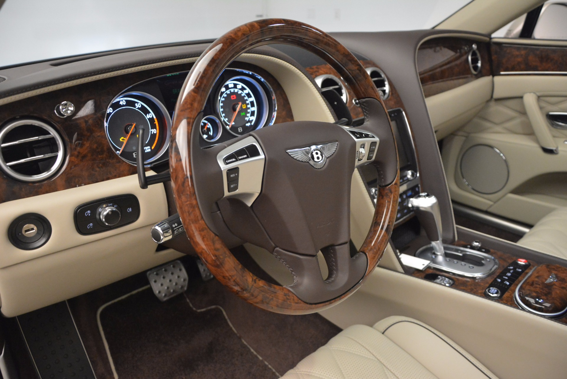 Used 2015 Bentley Flying Spur W12  For Sale In Greenwich, CT. Alfa Romeo of Greenwich, B1202A 694_p25