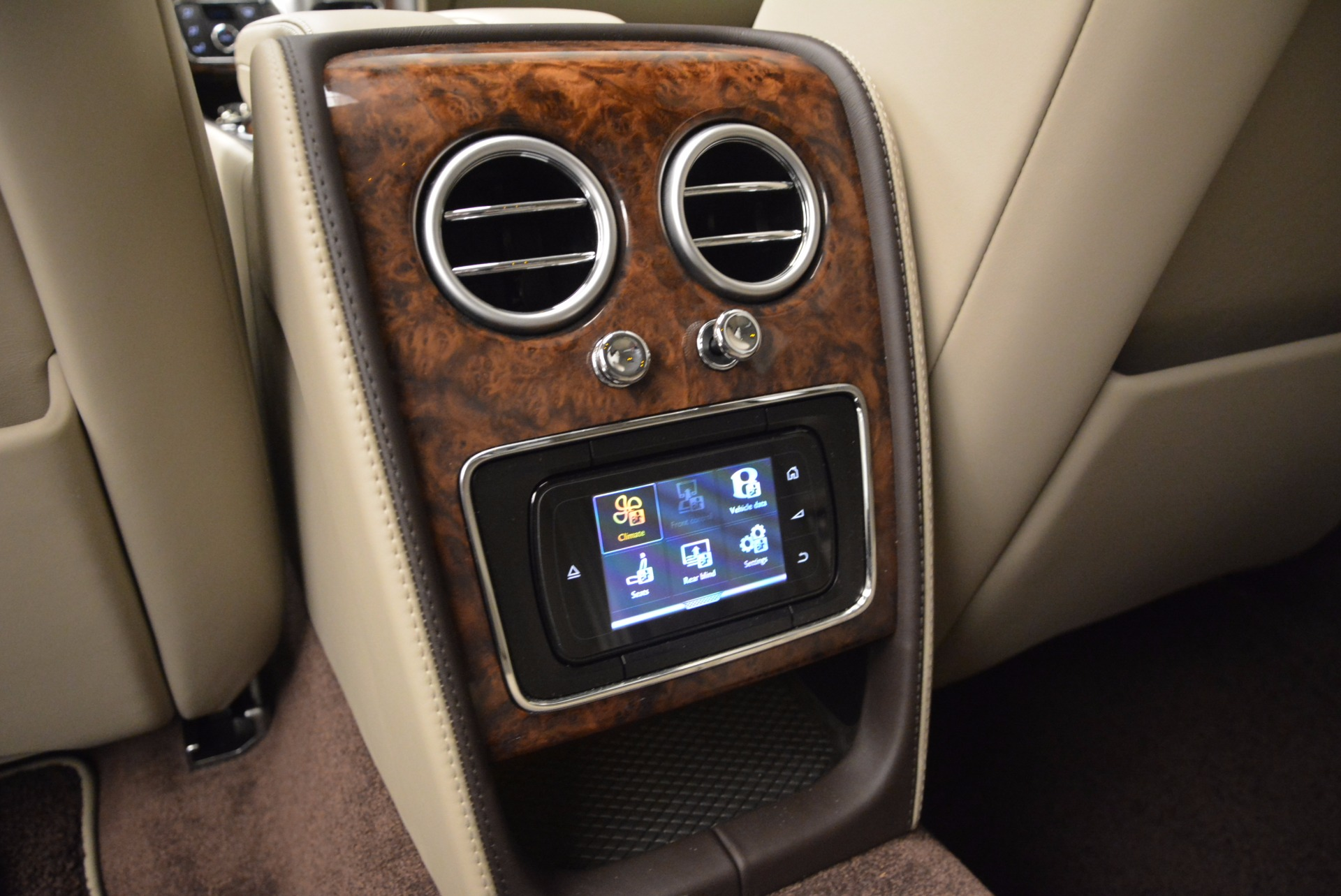 Used 2015 Bentley Flying Spur W12  For Sale In Greenwich, CT. Alfa Romeo of Greenwich, B1202A 694_p32