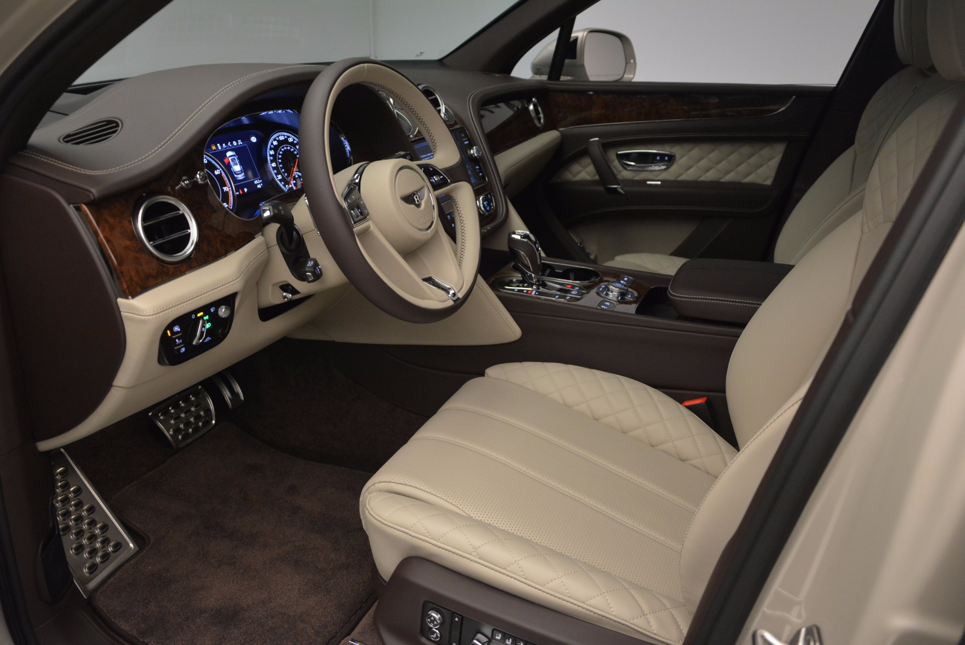 Used 2017 Bentley Bentayga  For Sale In Greenwich, CT. Alfa Romeo of Greenwich, B1200 695_p19