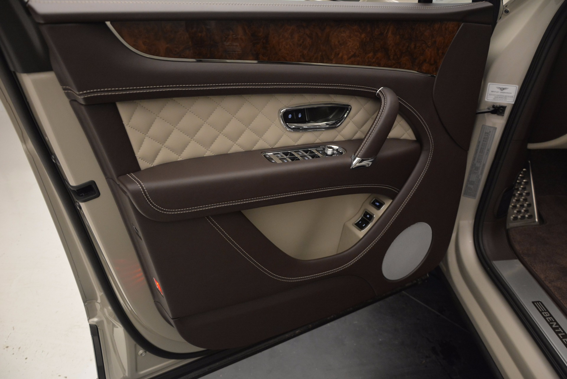 Used 2017 Bentley Bentayga  For Sale In Greenwich, CT. Alfa Romeo of Greenwich, B1200 695_p23