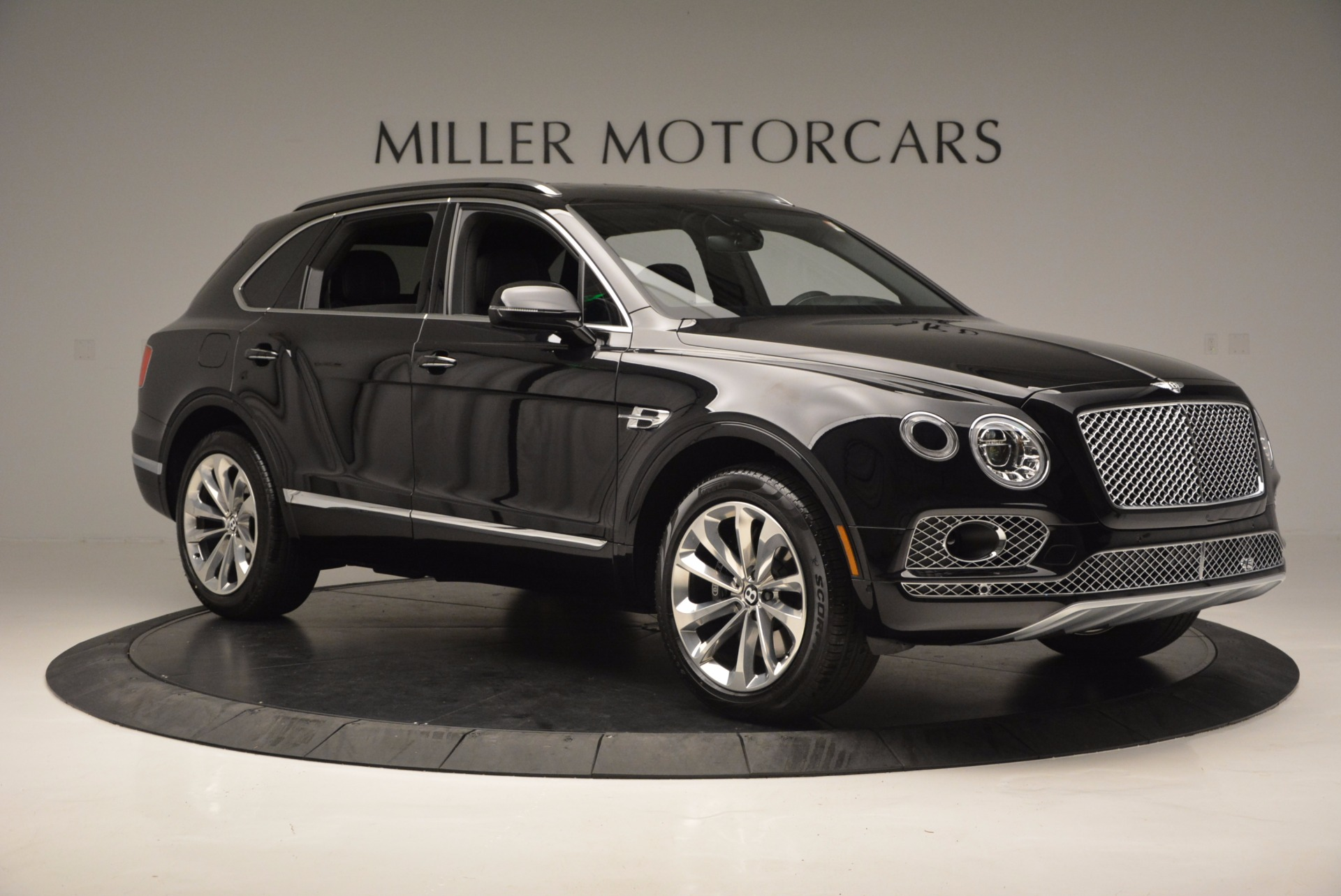 Used 2017 Bentley Bentayga W12 For Sale In Greenwich, CT. Alfa Romeo of Greenwich, 7475 696_p11