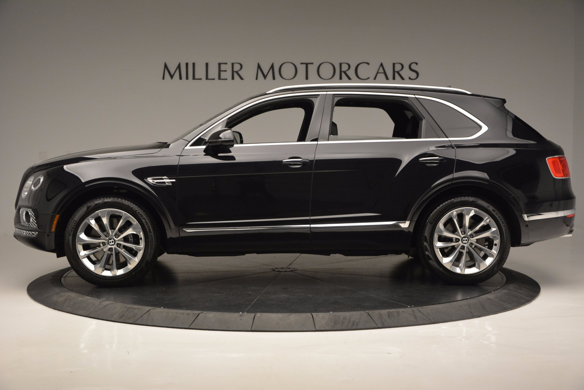 Used 2017 Bentley Bentayga W12 For Sale In Greenwich, CT. Alfa Romeo of Greenwich, 7475 696_p3