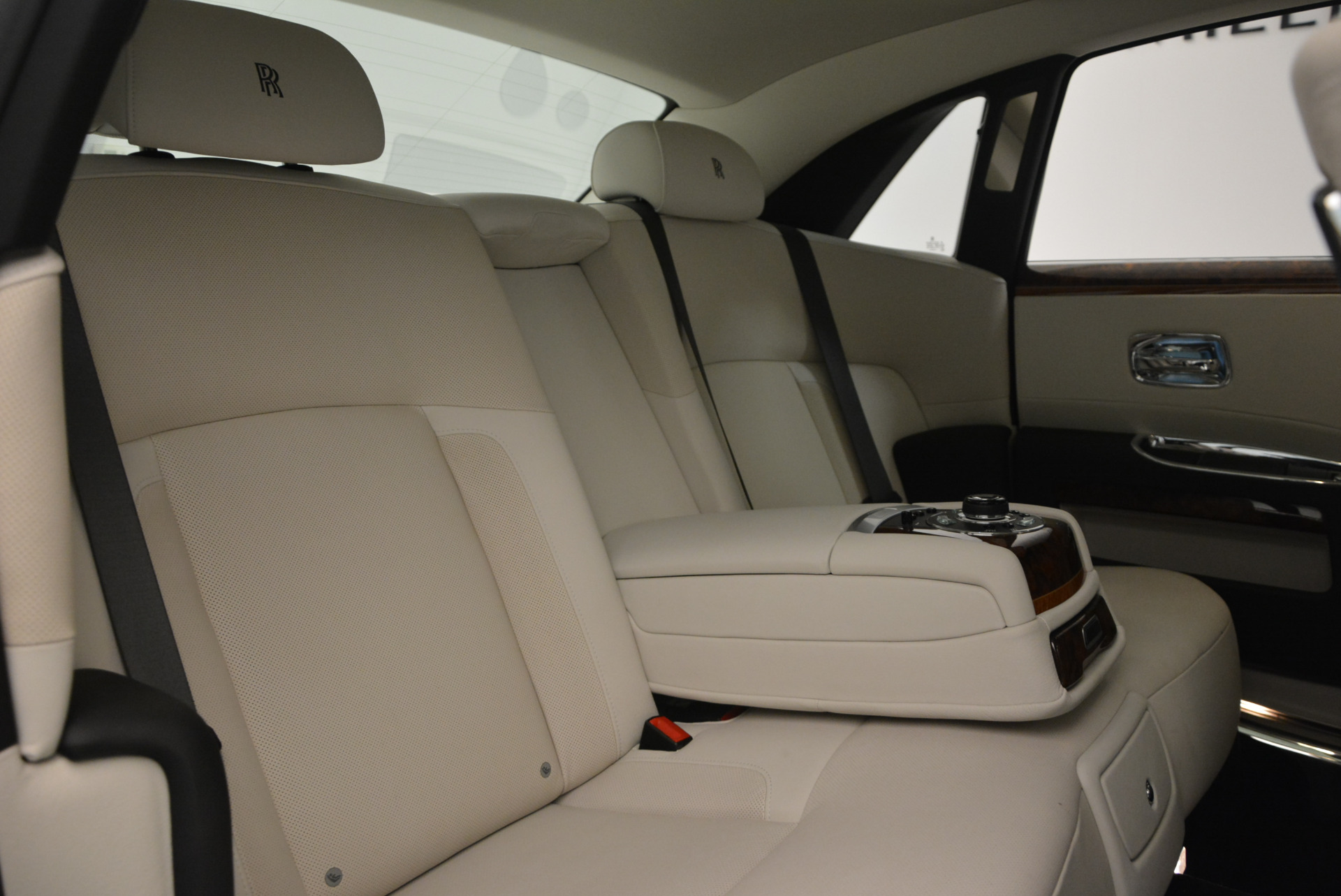 Used 2013 Rolls-Royce Ghost  For Sale In Greenwich, CT. Alfa Romeo of Greenwich, 7302 702_p37