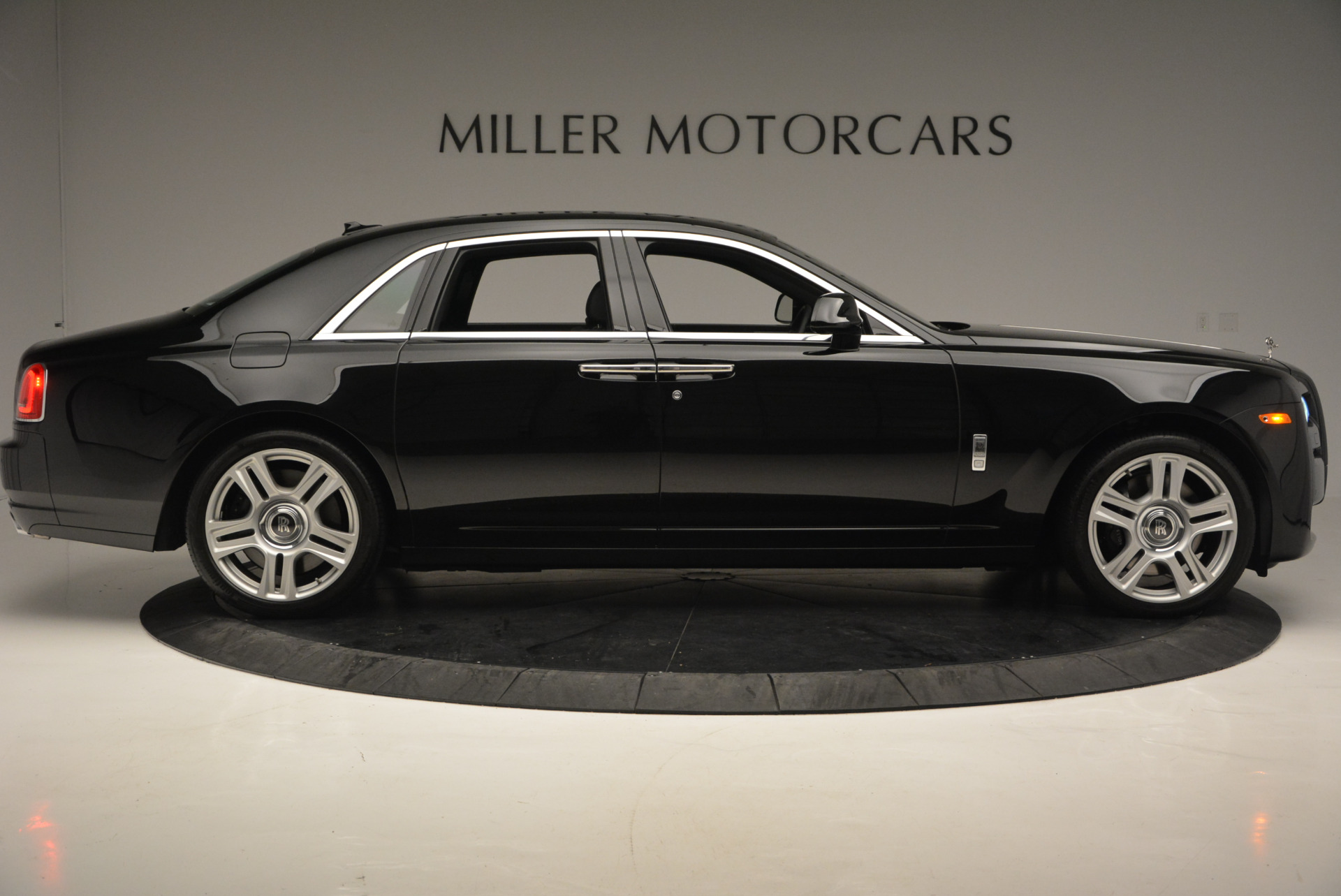 Used 2016 Rolls-Royce Ghost Series II  For Sale In Greenwich, CT. Alfa Romeo of Greenwich, R392 703_p9