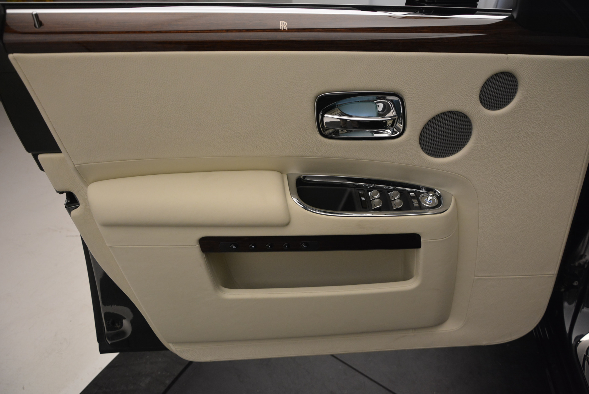 Used 2013 Rolls-Royce Ghost  For Sale In Greenwich, CT. Alfa Romeo of Greenwich, 7117 739_p21