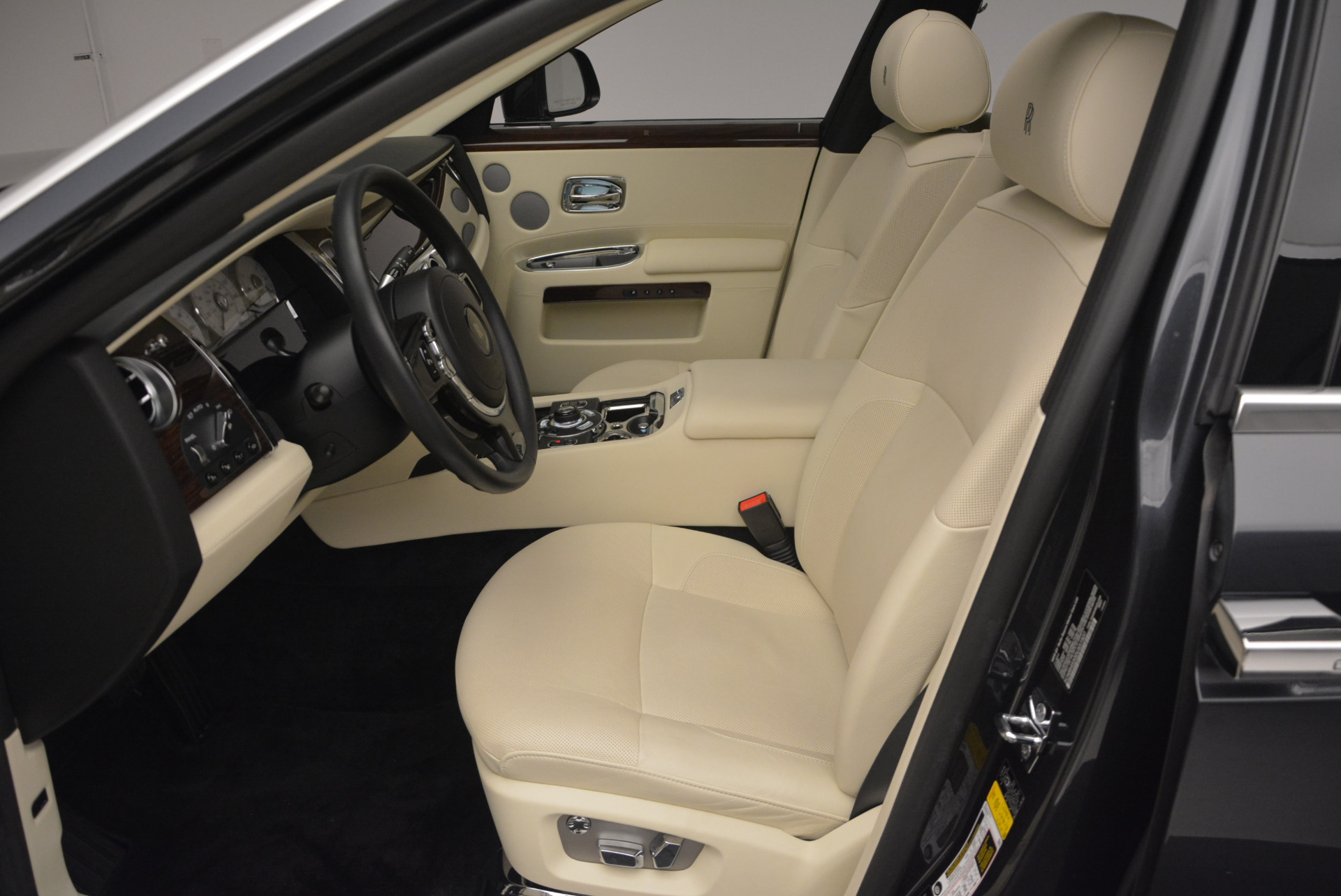 Used 2013 Rolls-Royce Ghost  For Sale In Greenwich, CT. Alfa Romeo of Greenwich, 7117 739_p24