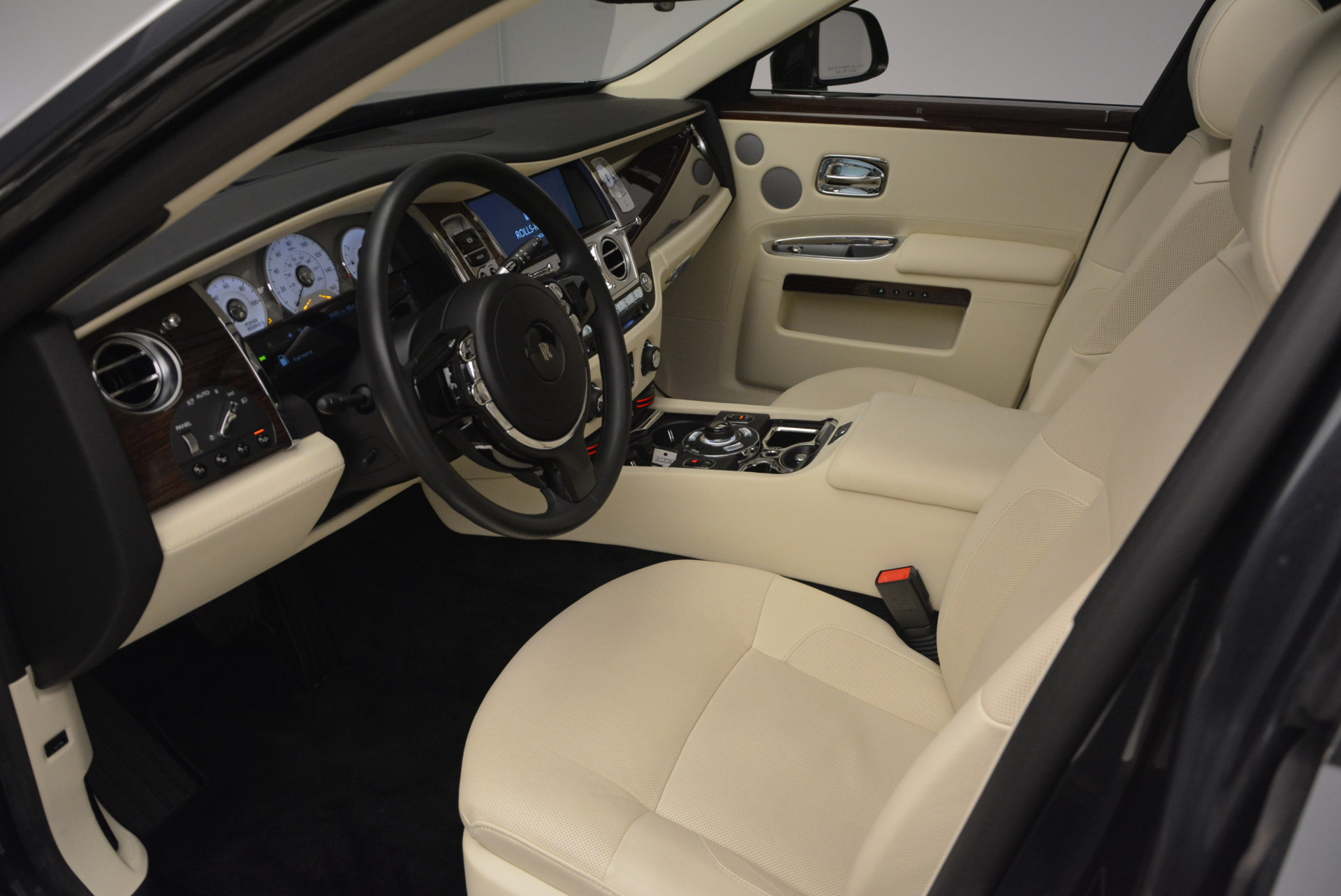 Used 2013 Rolls-Royce Ghost  For Sale In Greenwich, CT. Alfa Romeo of Greenwich, 7117 739_p25
