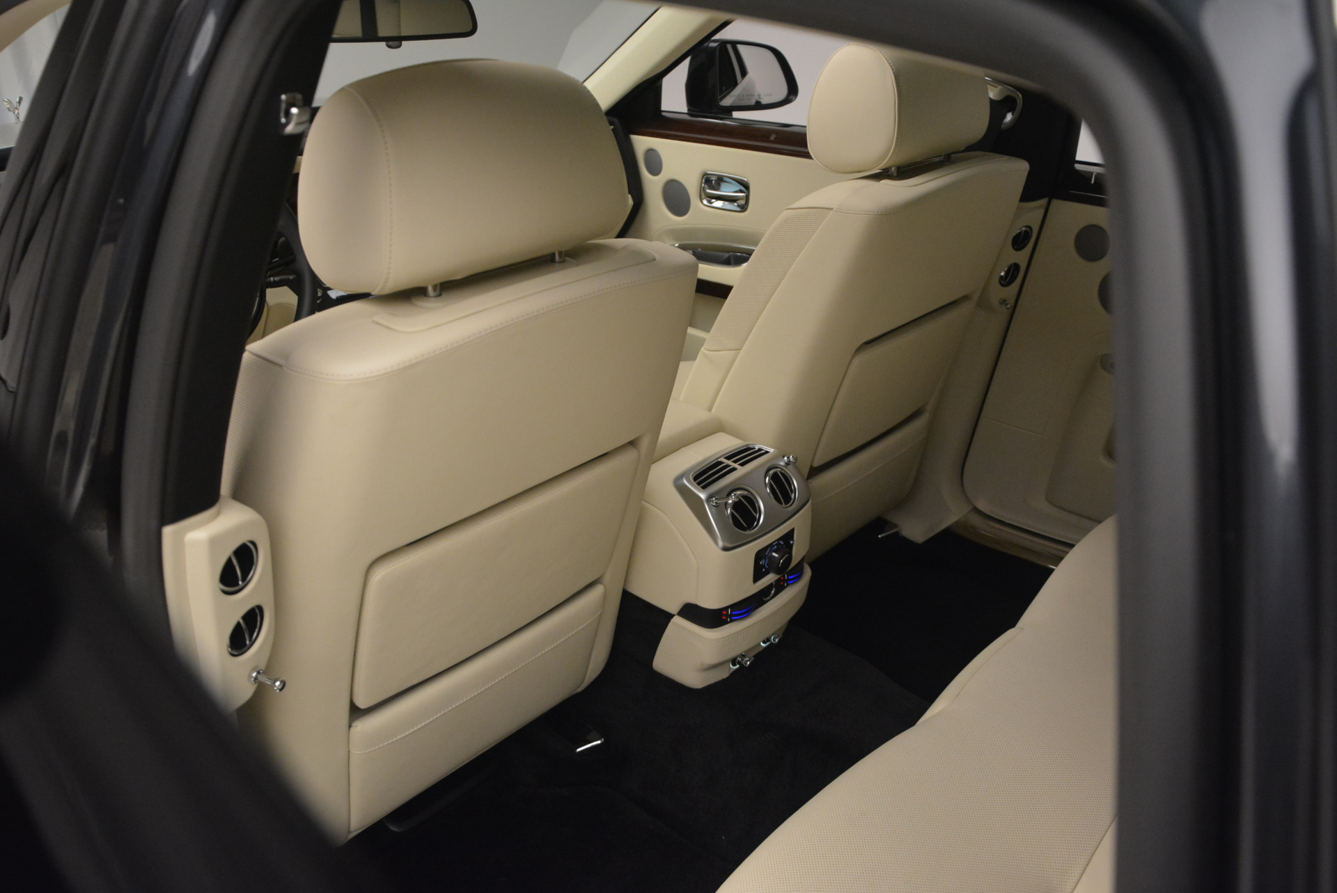 Used 2013 Rolls-Royce Ghost  For Sale In Greenwich, CT. Alfa Romeo of Greenwich, 7117 739_p30