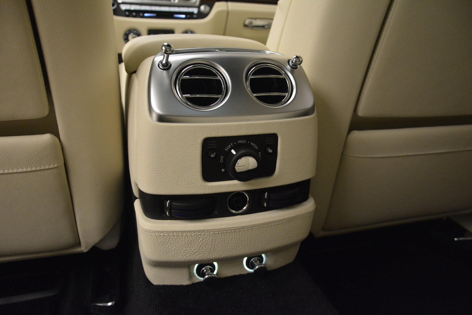Used 2013 Rolls-Royce Ghost  For Sale In Greenwich, CT. Alfa Romeo of Greenwich, 7117 739_p32