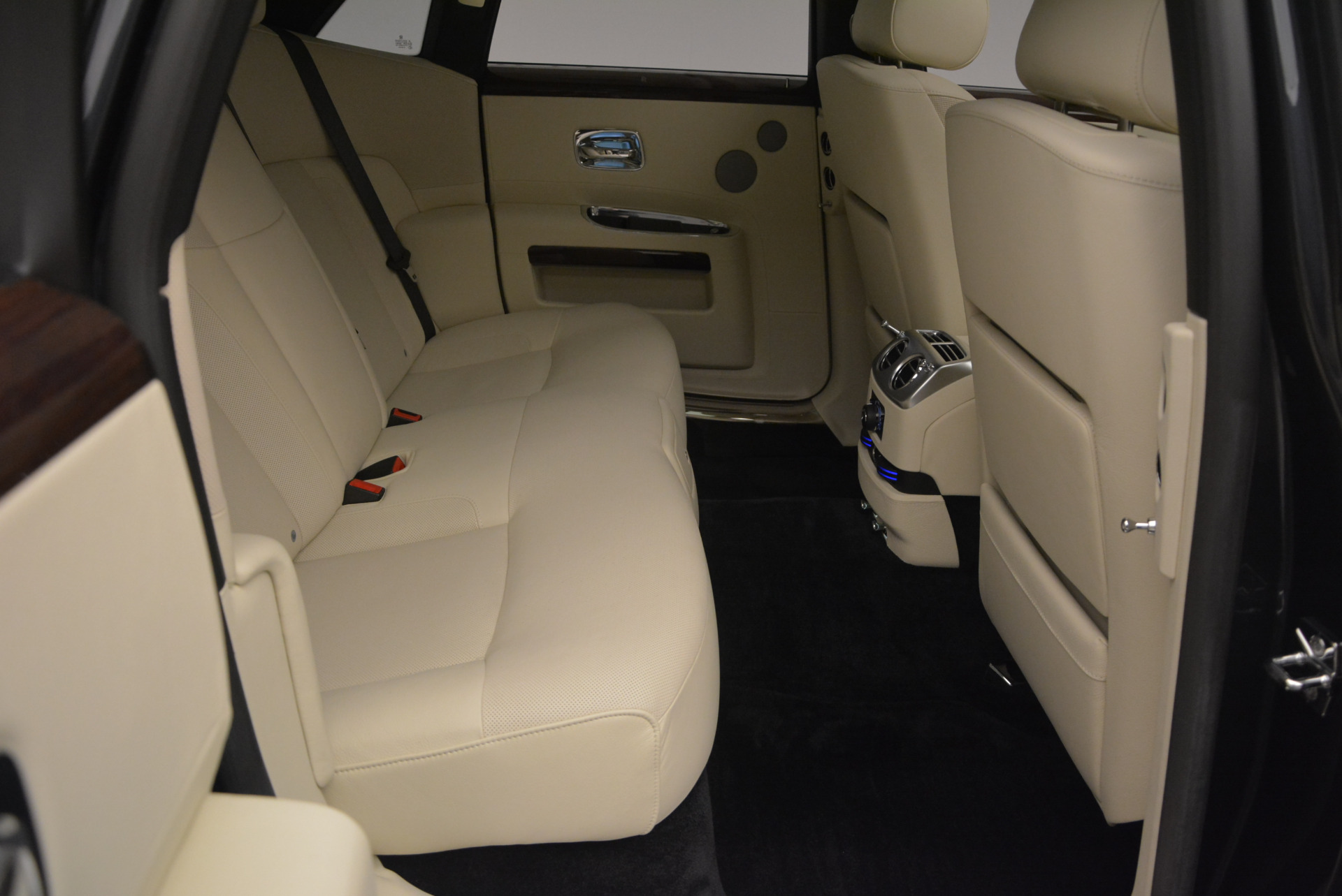Used 2013 Rolls-Royce Ghost  For Sale In Greenwich, CT. Alfa Romeo of Greenwich, 7117 739_p41