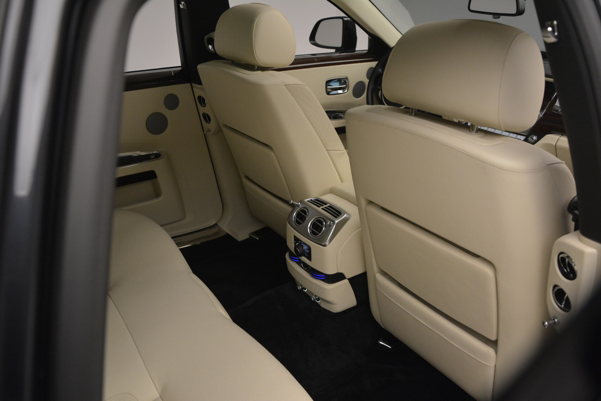 Used 2013 Rolls-Royce Ghost  For Sale In Greenwich, CT. Alfa Romeo of Greenwich, 7117 739_p42