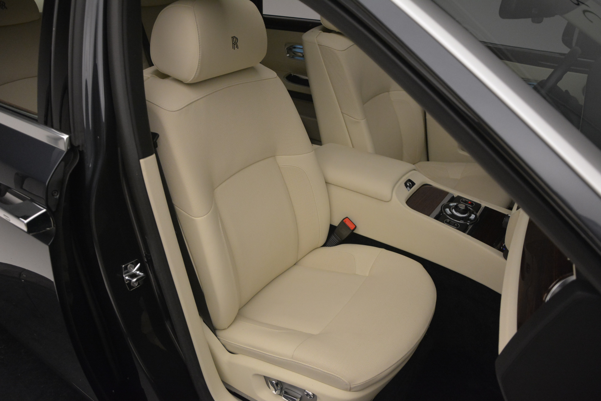 Used 2013 Rolls-Royce Ghost  For Sale In Greenwich, CT. Alfa Romeo of Greenwich, 7117 739_p44