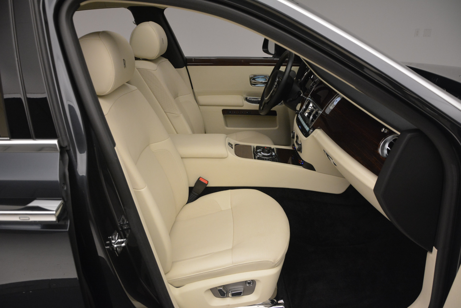 Used 2013 Rolls-Royce Ghost  For Sale In Greenwich, CT. Alfa Romeo of Greenwich, 7117 739_p45