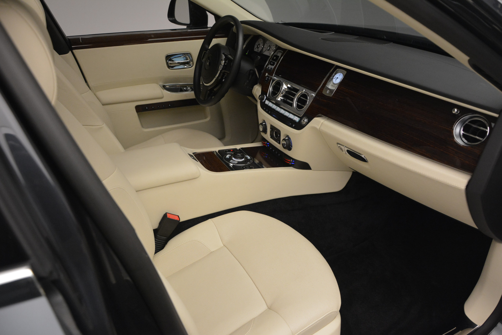 Used 2013 Rolls-Royce Ghost  For Sale In Greenwich, CT. Alfa Romeo of Greenwich, 7117 739_p46