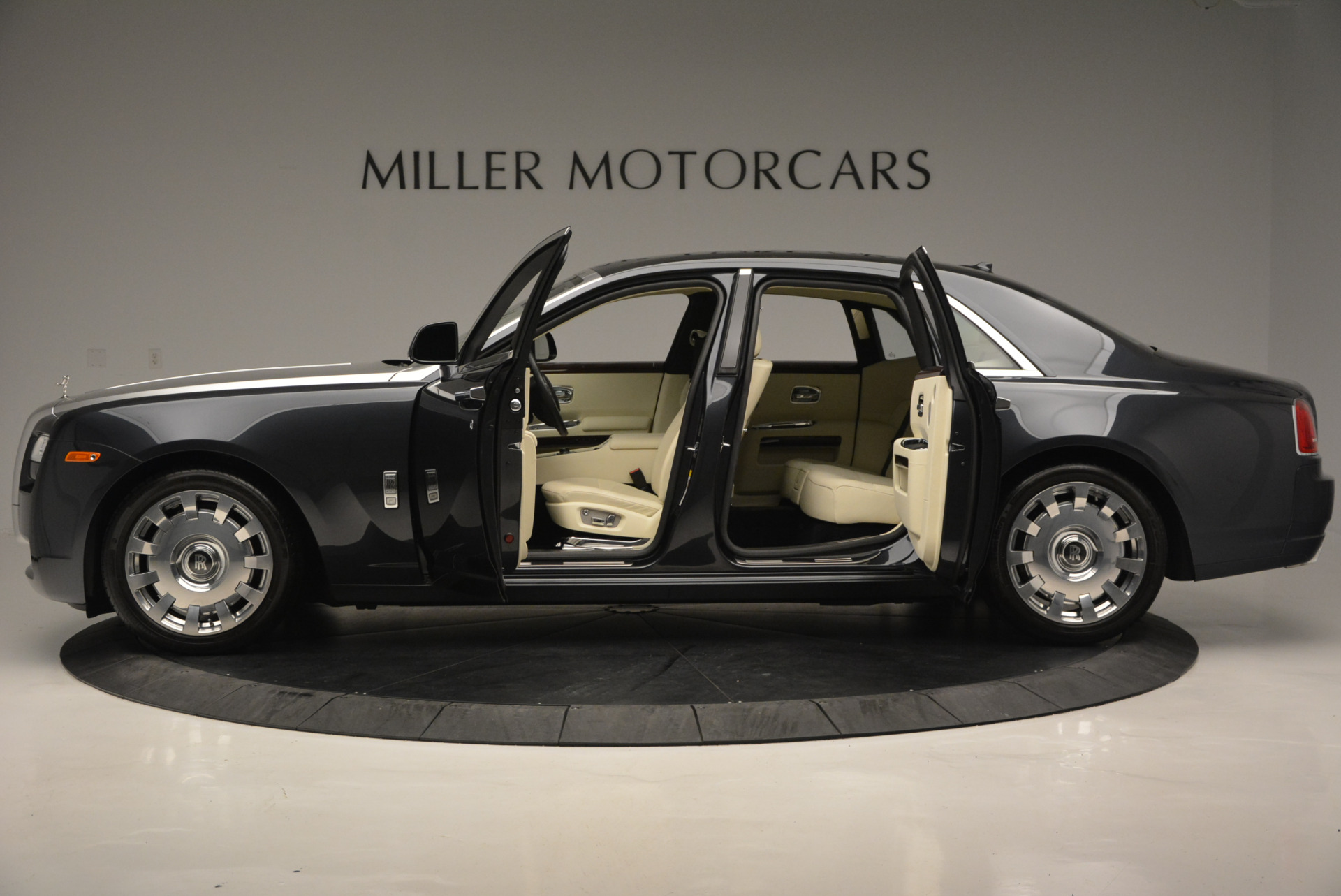 Used 2013 Rolls-Royce Ghost  For Sale In Greenwich, CT. Alfa Romeo of Greenwich, 7117 739_p4