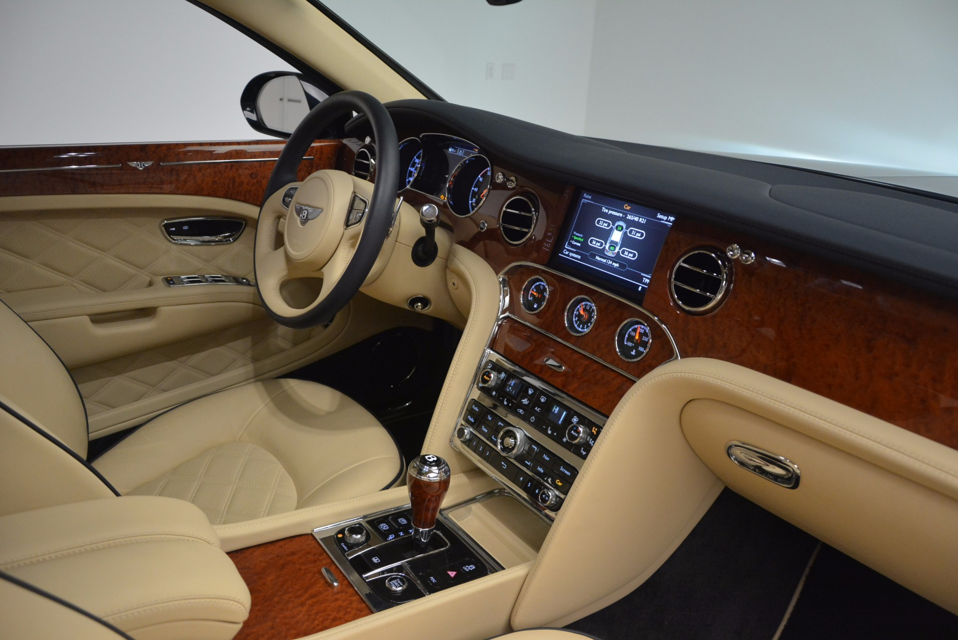 Used 2016 Bentley Mulsanne  For Sale In Greenwich, CT. Alfa Romeo of Greenwich, 7121 742_p32